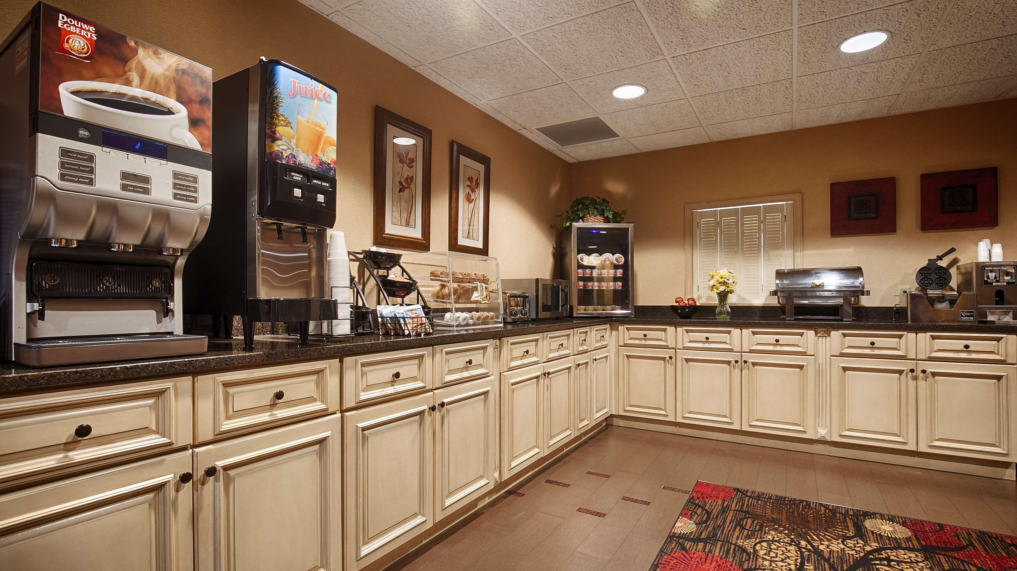 Best Western Plus Brandywine Inn & Suites image 4
