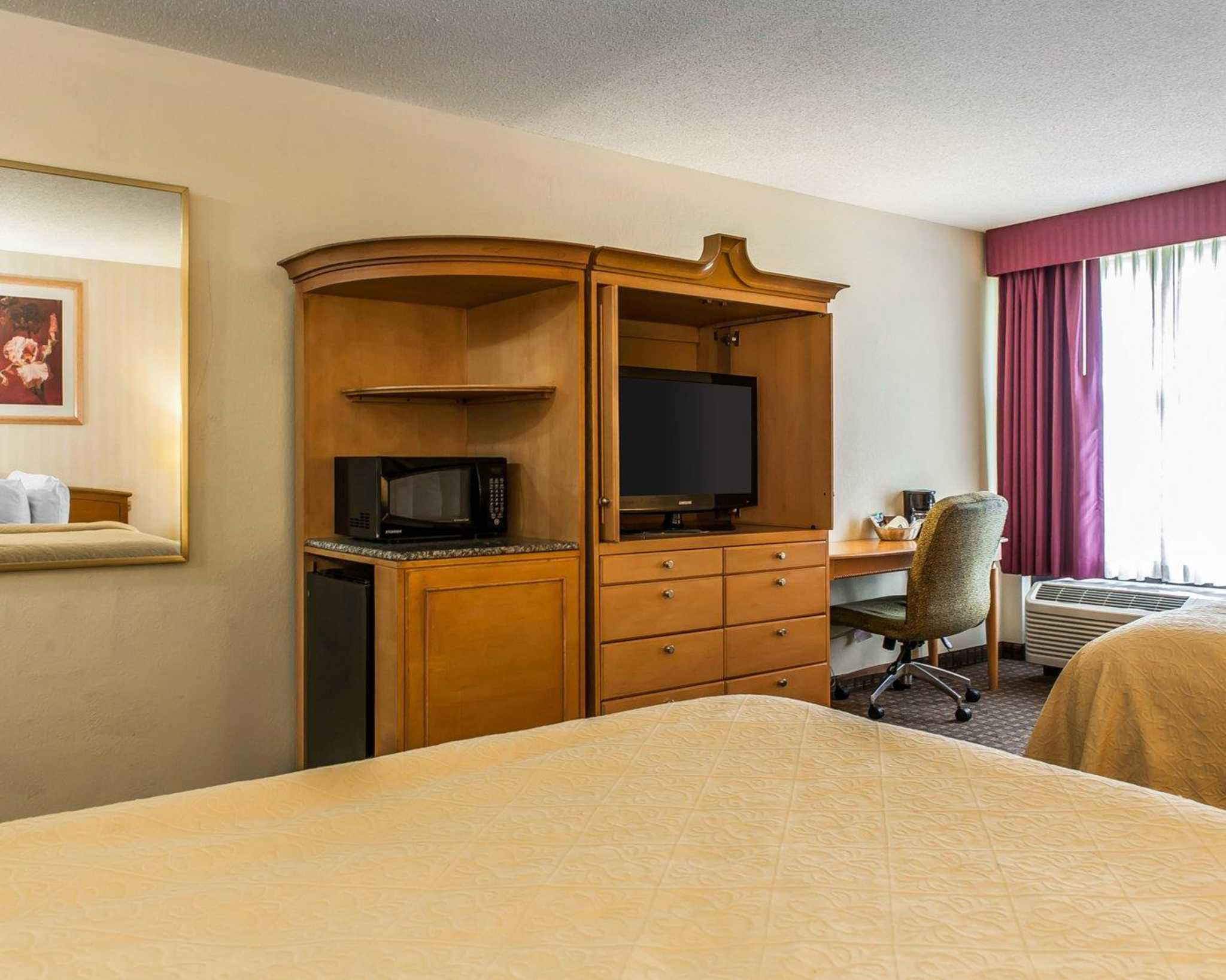 Quality Inn & Suites Shelbyville I-74 image 7