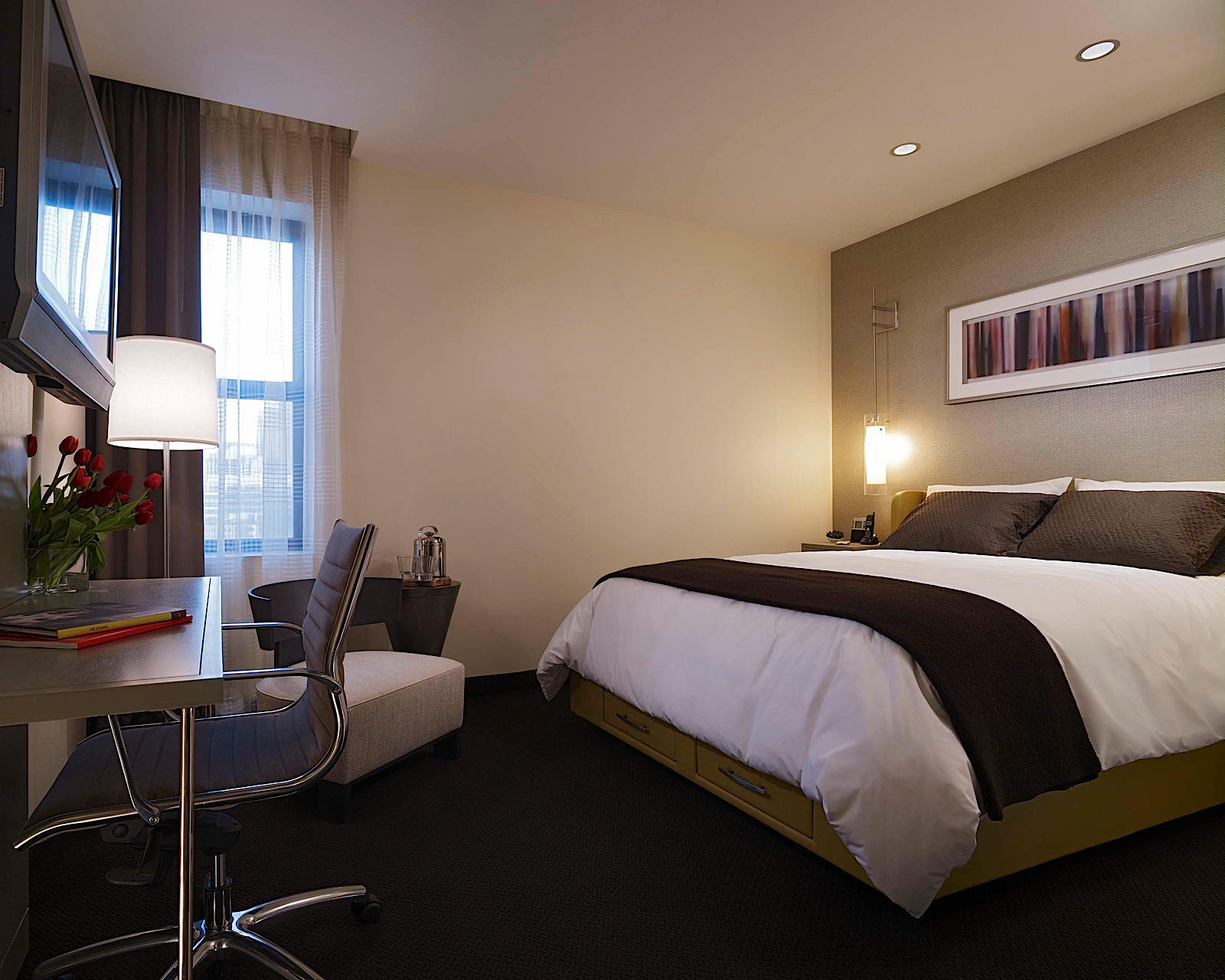 Hotel felix at 111 w huron st chicago il on fave for Hotels 60657