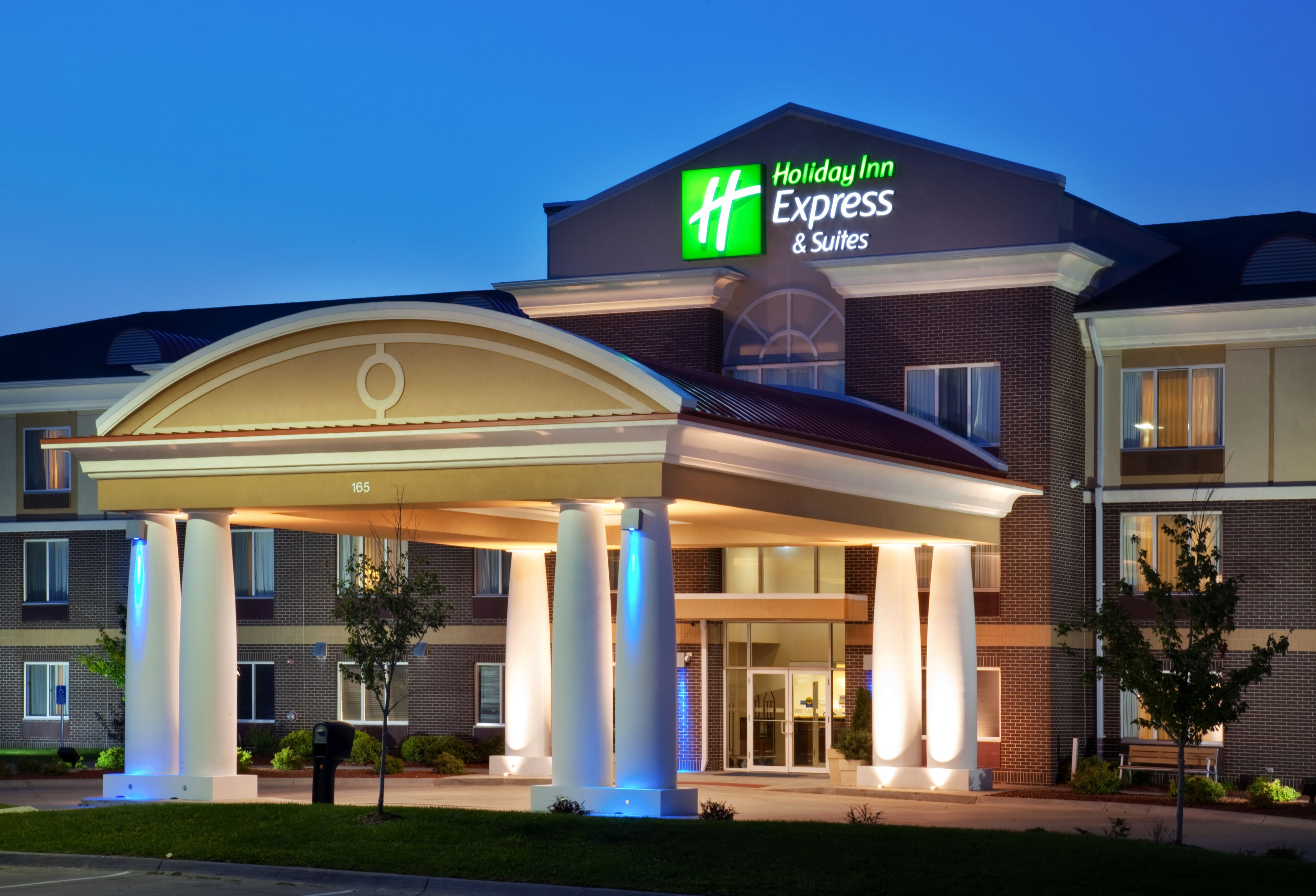 holiday inn express suites alpine southeast hotels and. Black Bedroom Furniture Sets. Home Design Ideas