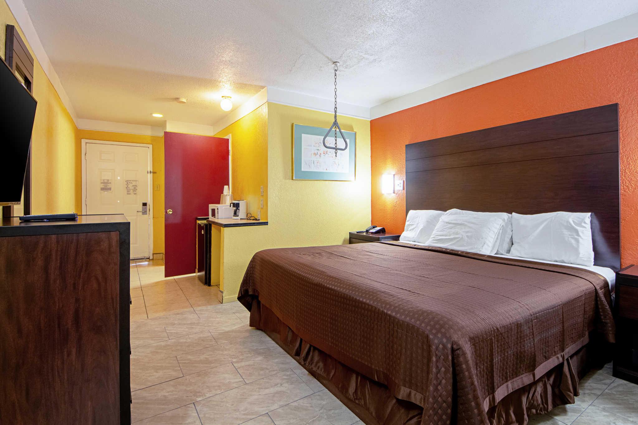 Rodeway Inn & Suites image 7
