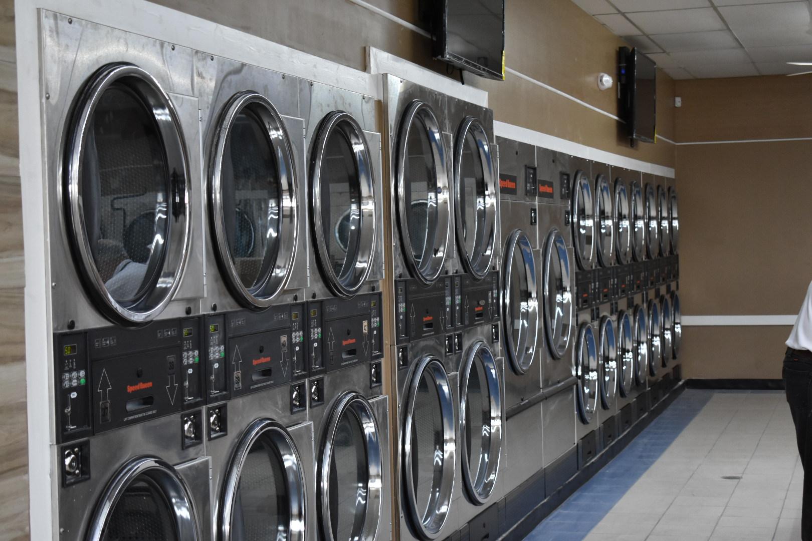 Speed Wash Laundromat image 0