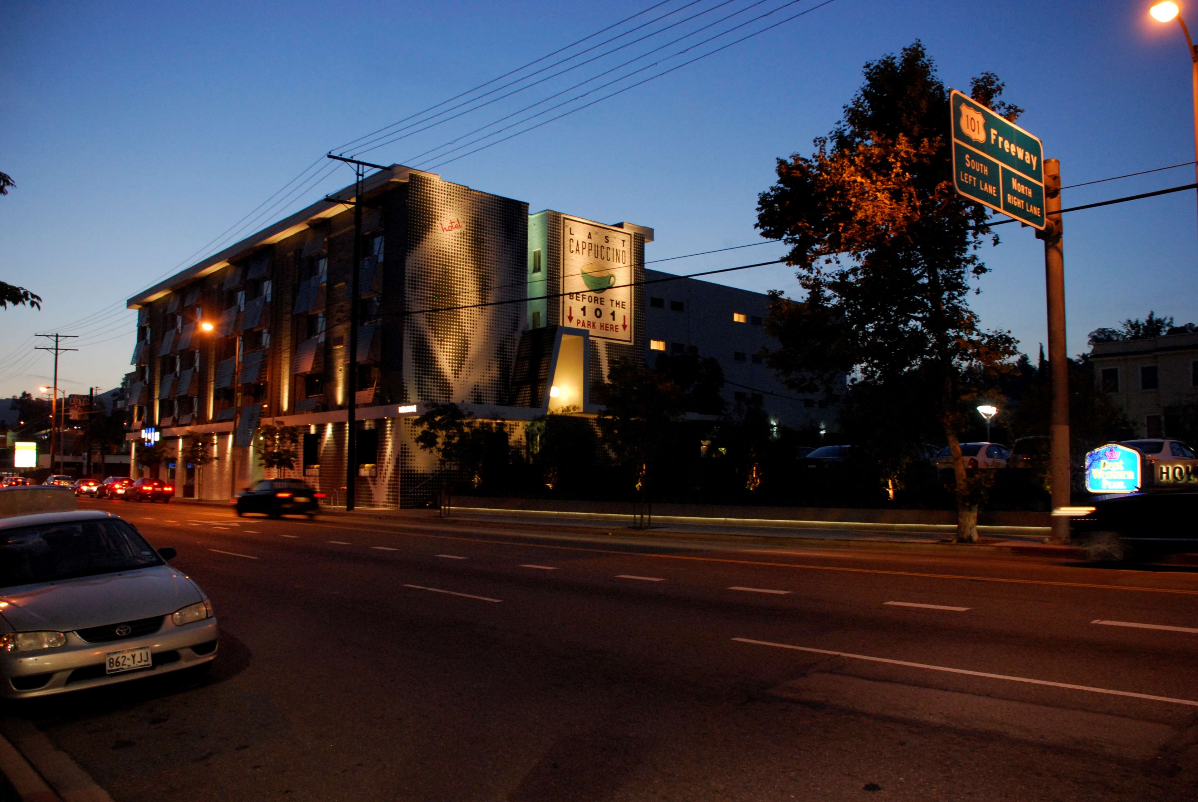 Best western plus hollywood hills hotel at 6141 franklin for Hotels 90028