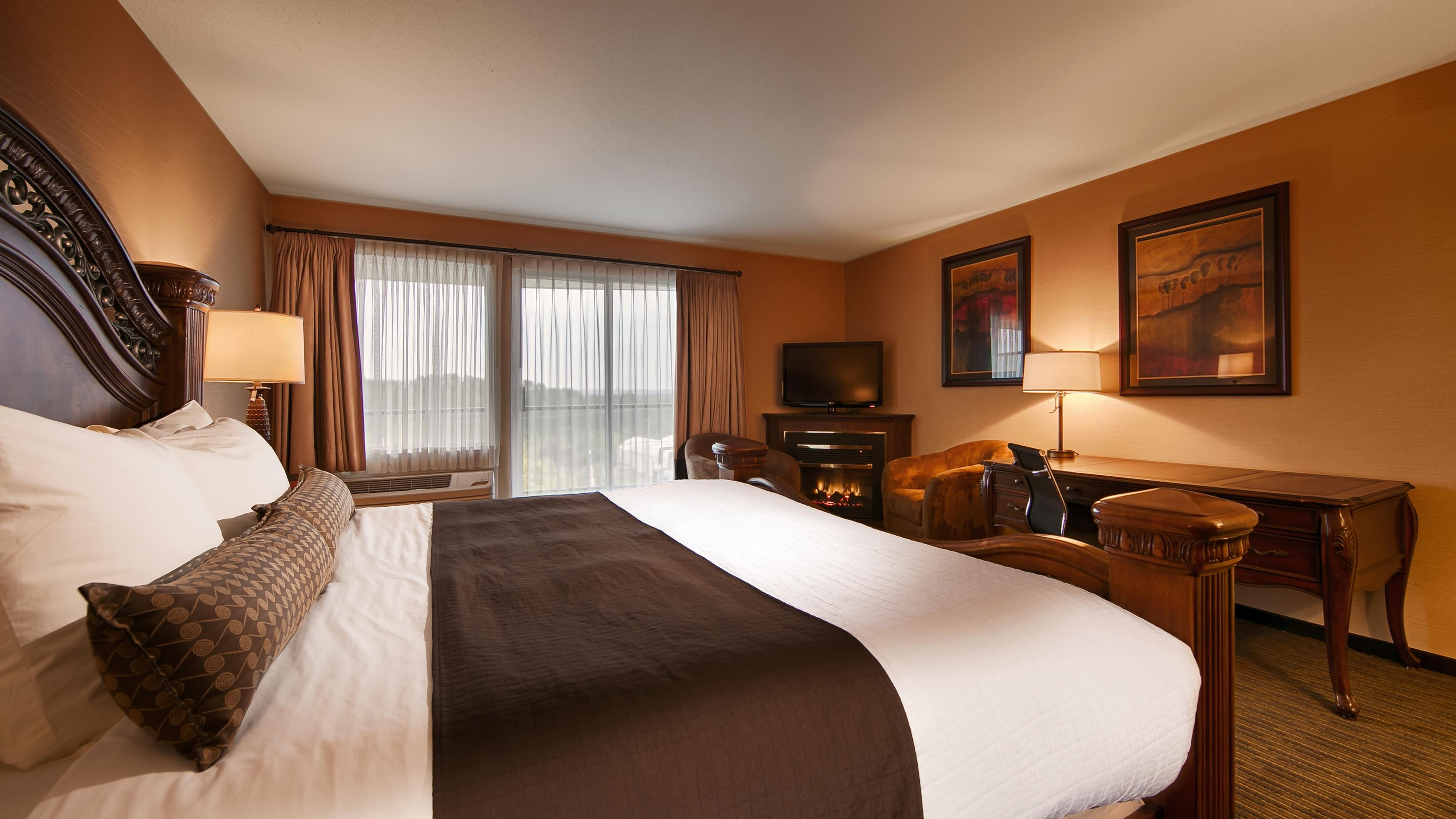 Best Western Plus Mission City Lodge in Mission: Honeymoon King Guest Room