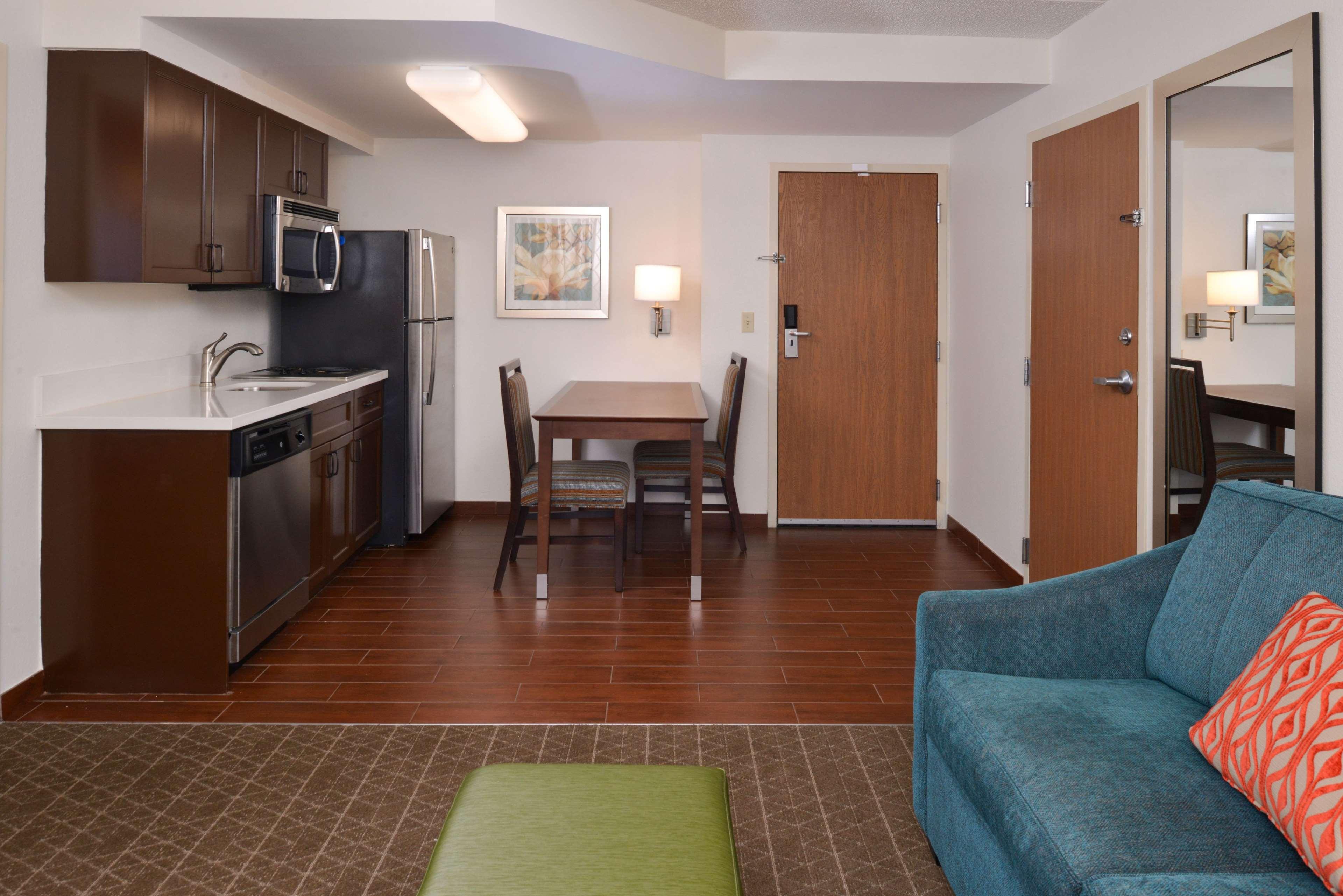 Hampton Inn & Suites Pueblo-Southgate image 38