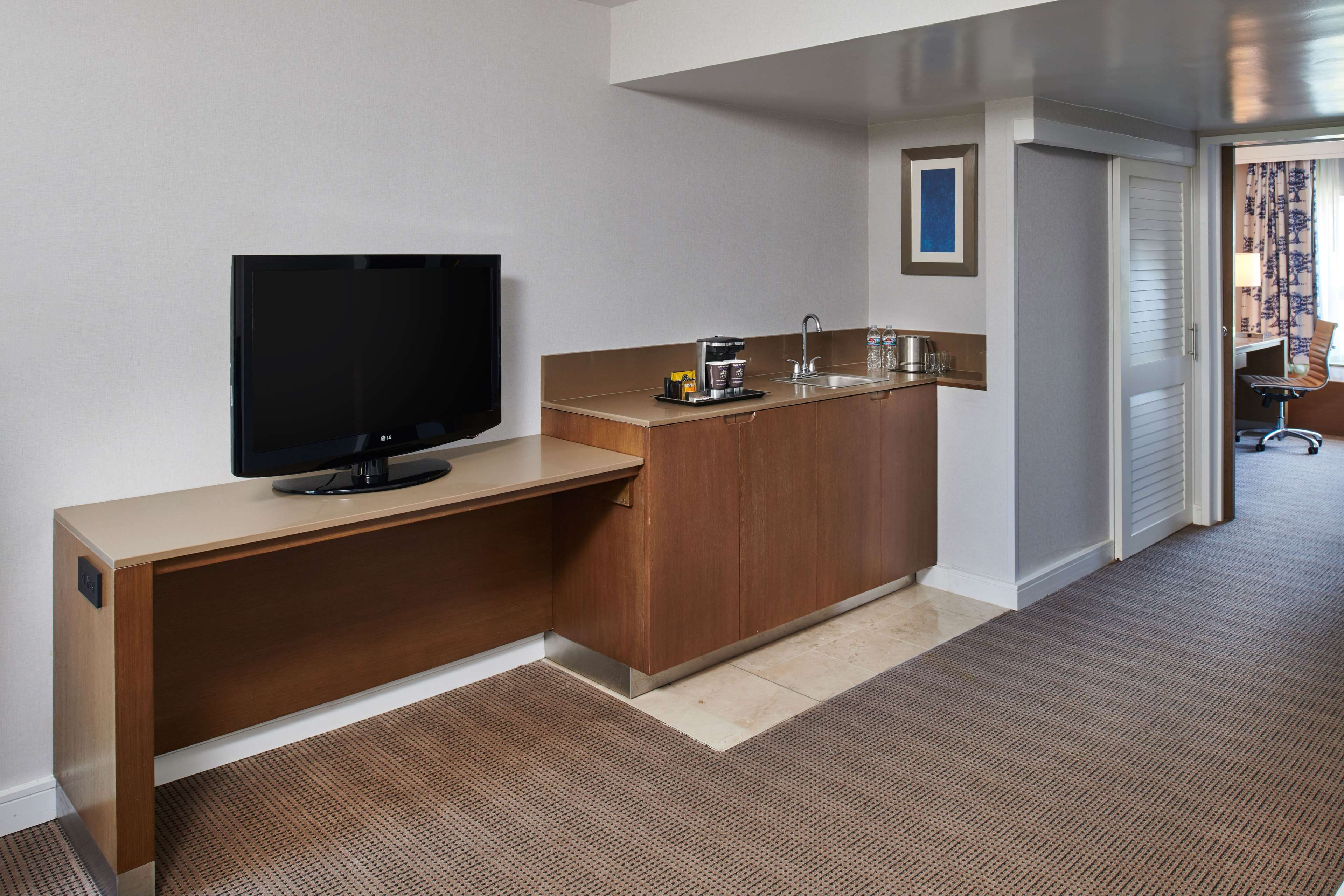 DoubleTree by Hilton Hotel Torrance - South Bay image 12