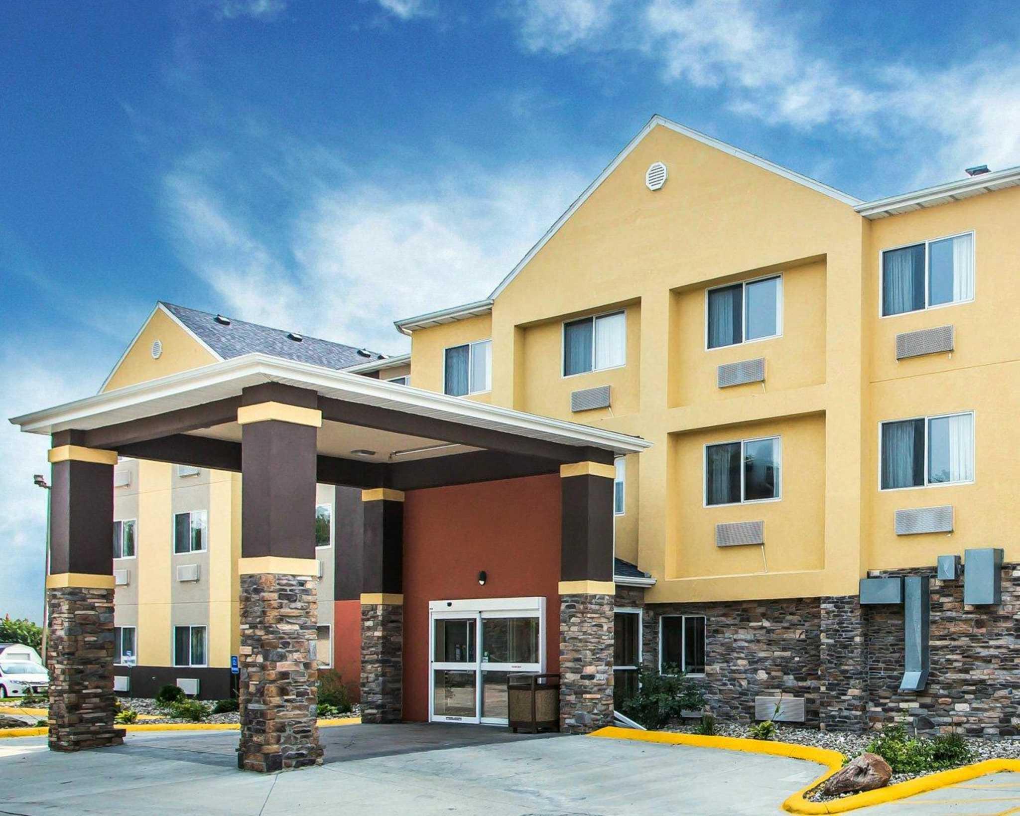 Comfort Inn & Suites Waterloo – Cedar Falls image 0