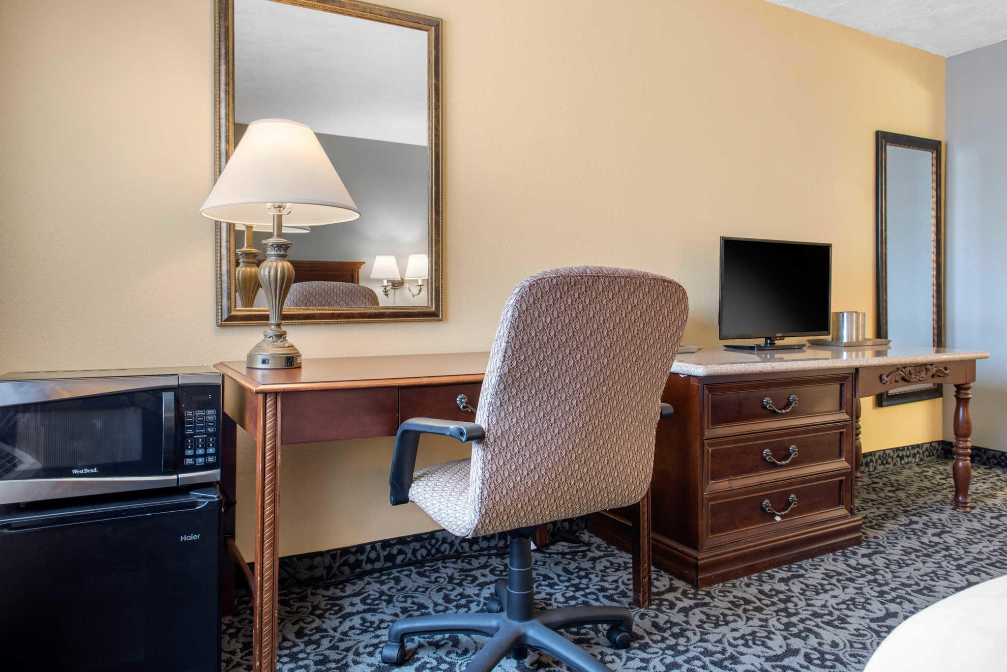 Quality Inn Airport image 8