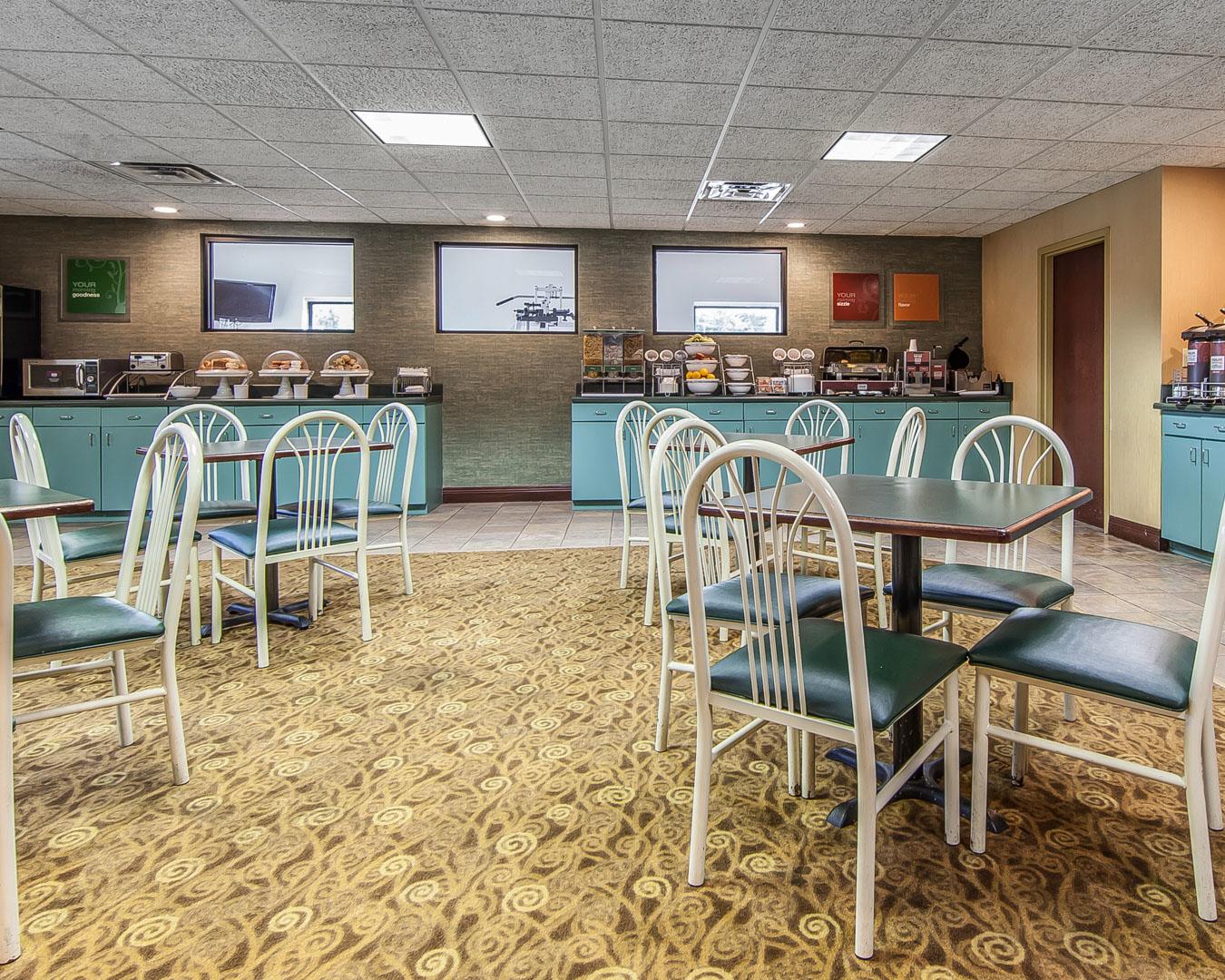 Comfort Suites Airport image 14
