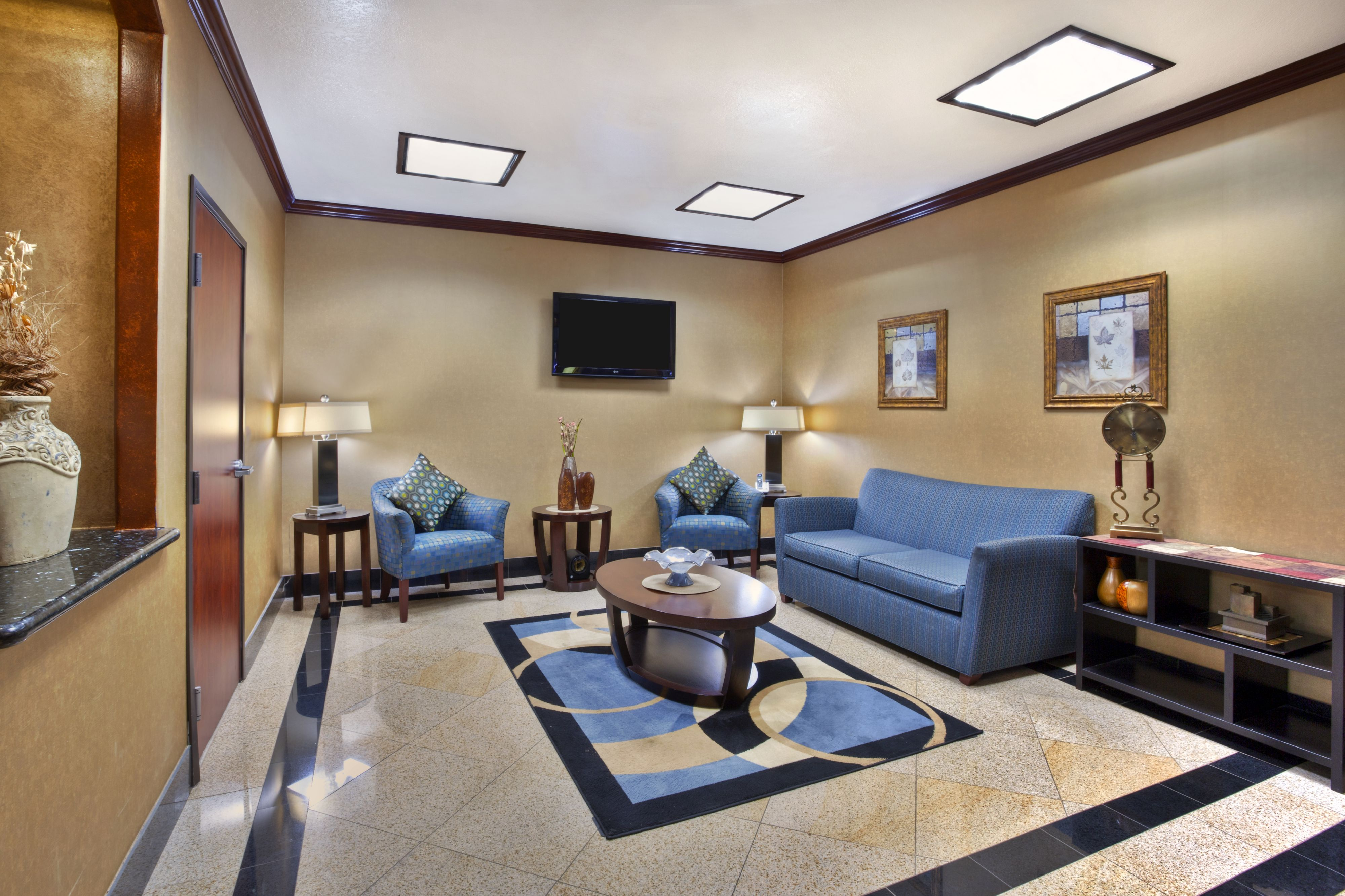 Holiday Inn Express & Suites Sealy image 5