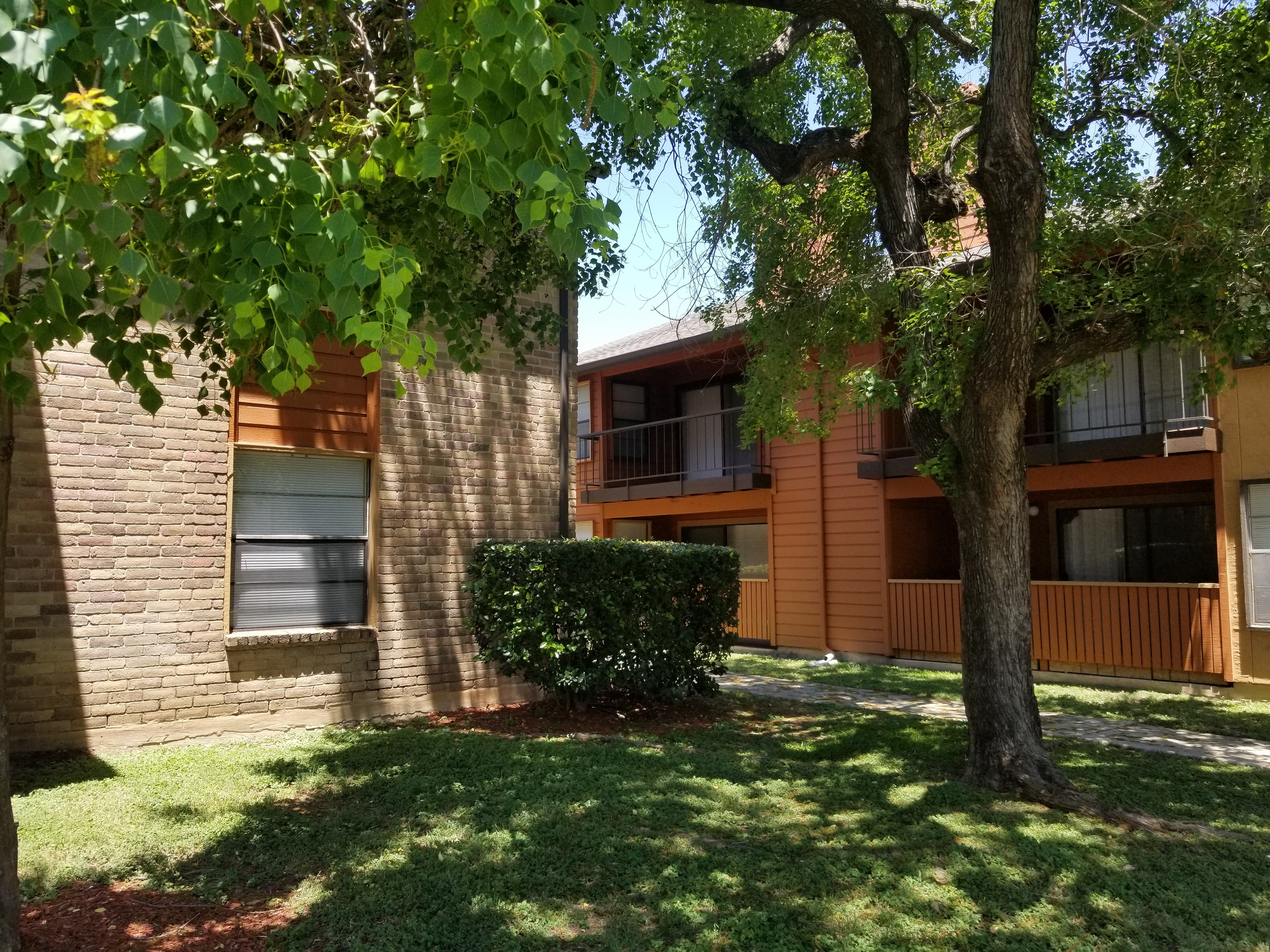 Iron Horse Valley Apartments image 7