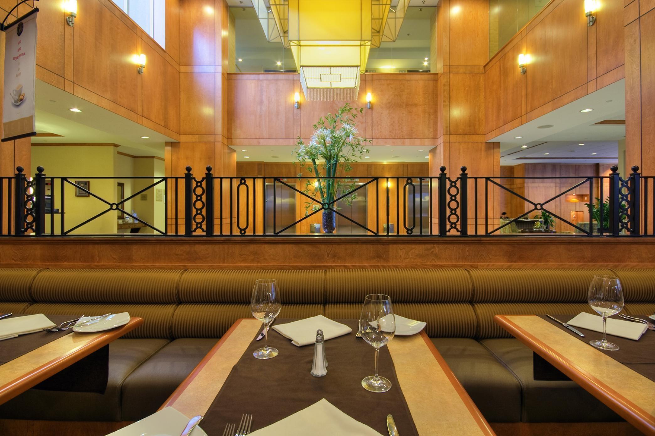 Hilton Garden Inn Montreal Restaurant