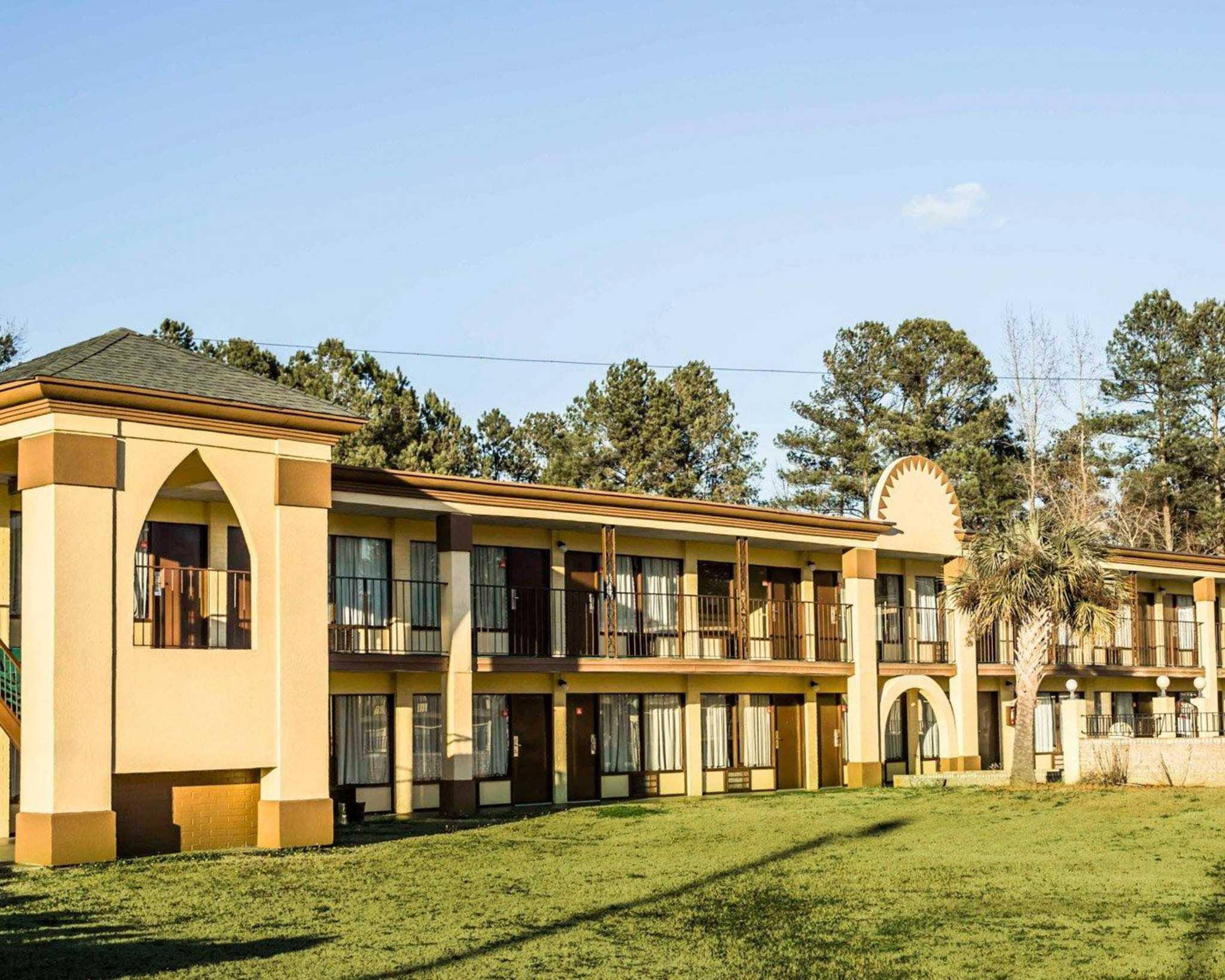 Econo Lodge Wade - Fayetteville North image 0