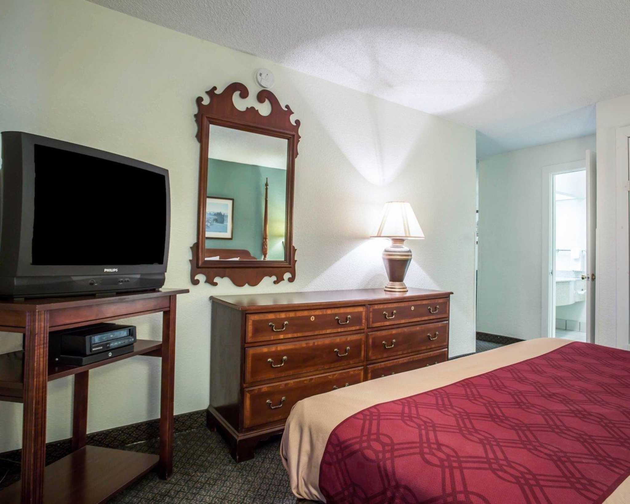 Econo Lodge & Suites Lake Norman image 23
