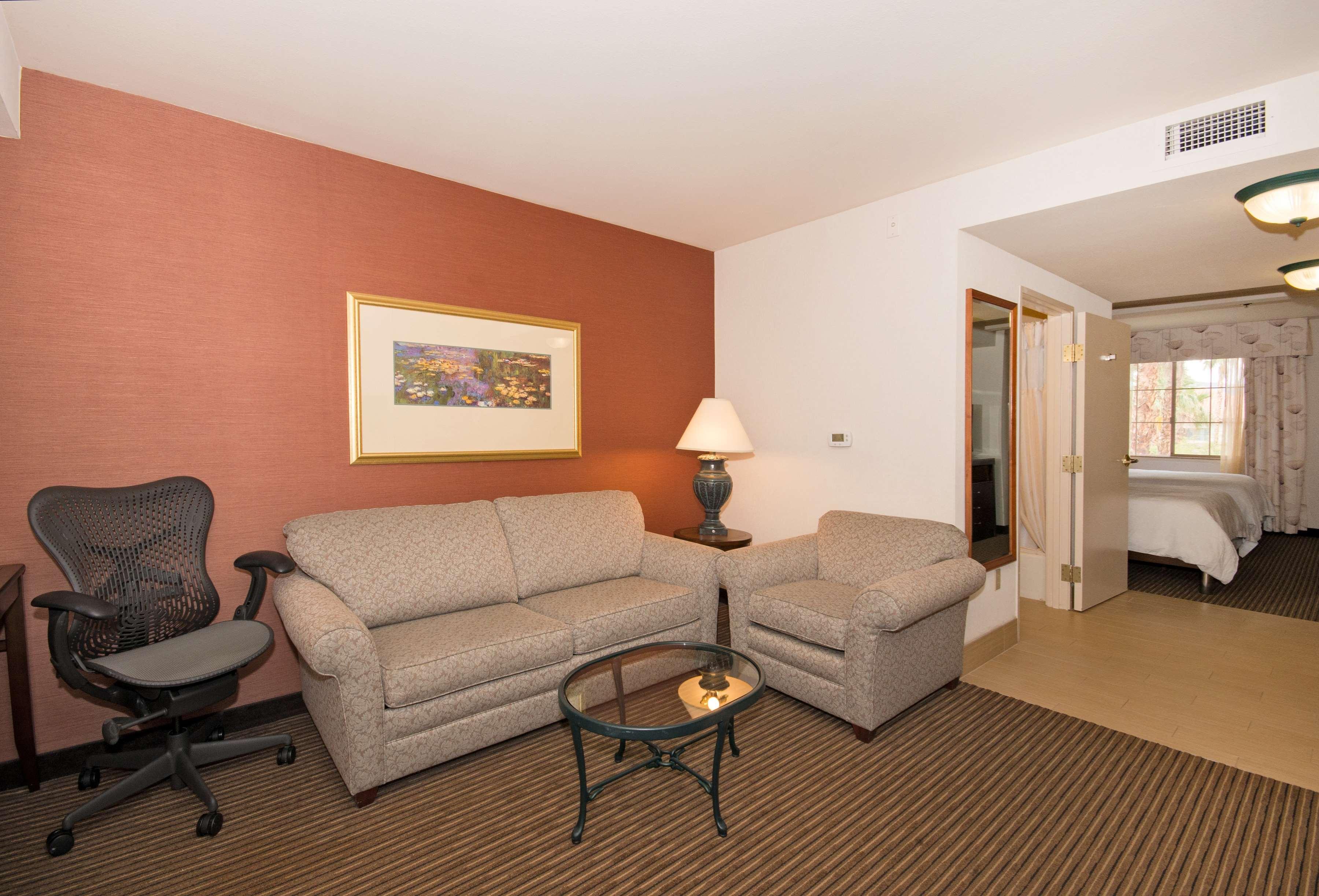 Hilton Garden Inn Palm Springs/Rancho Mirage image 0