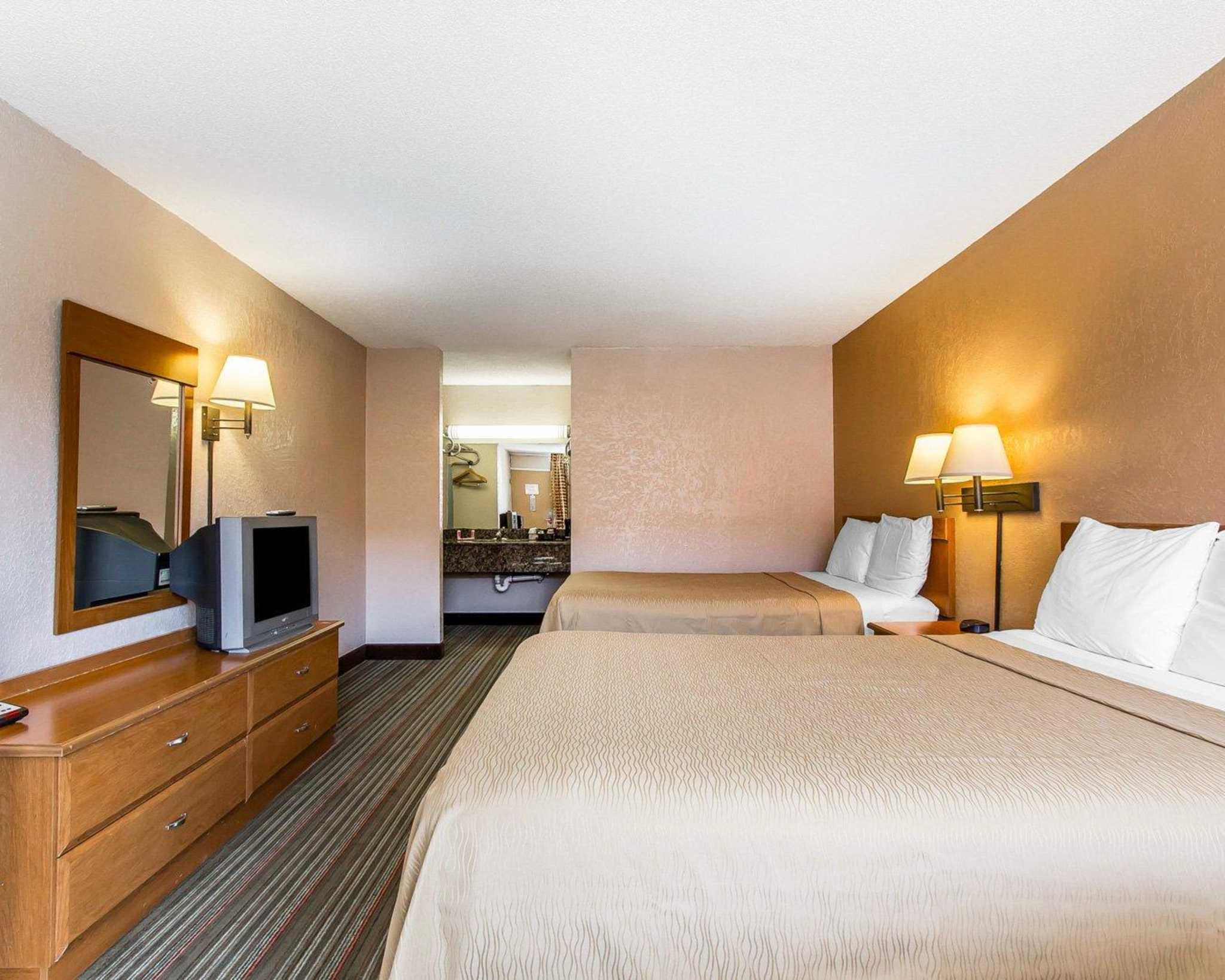 Econo Lodge  Inn & Suites Near Bricktown image 4