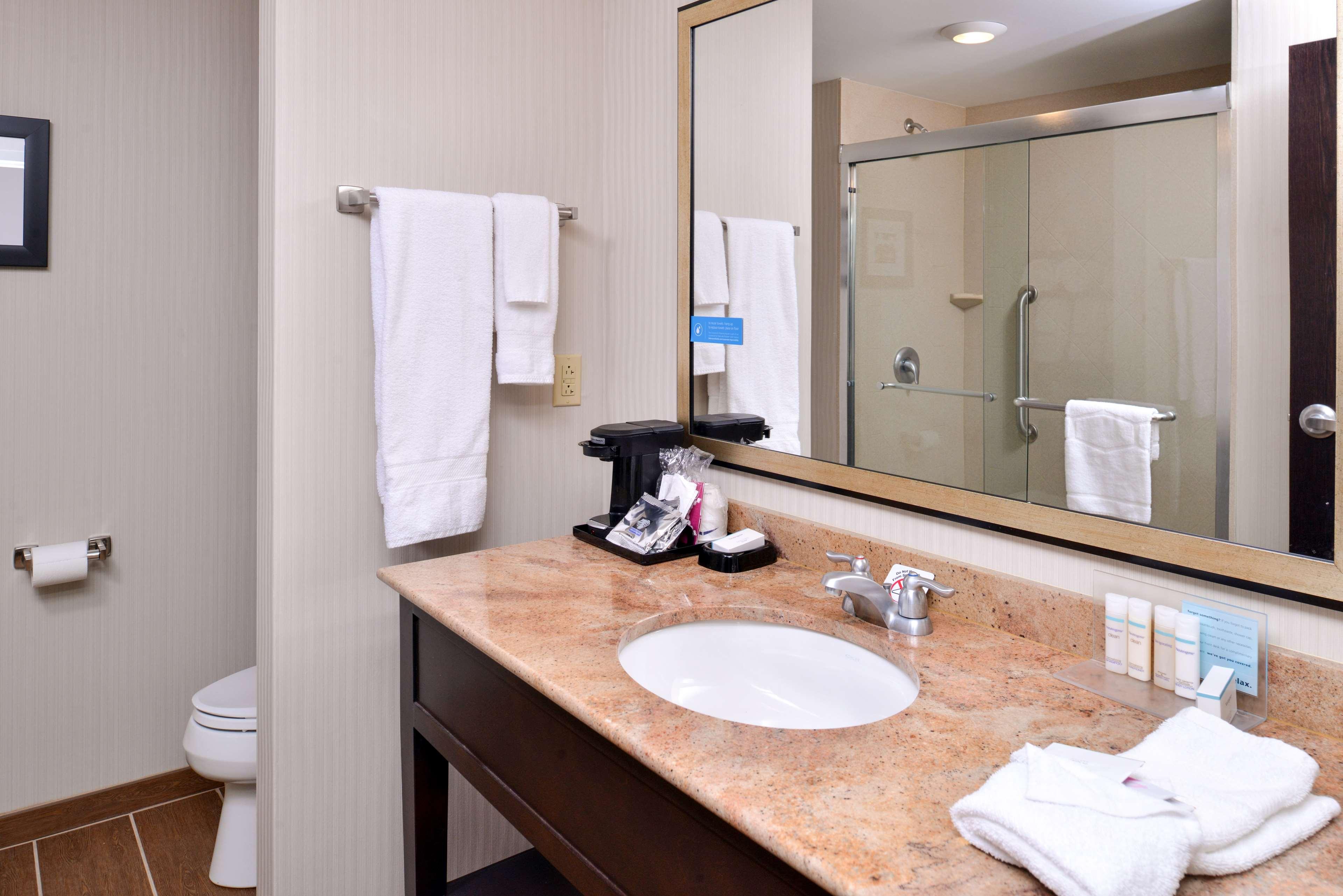 Hampton Inn & Suites California University-Pittsburgh image 23
