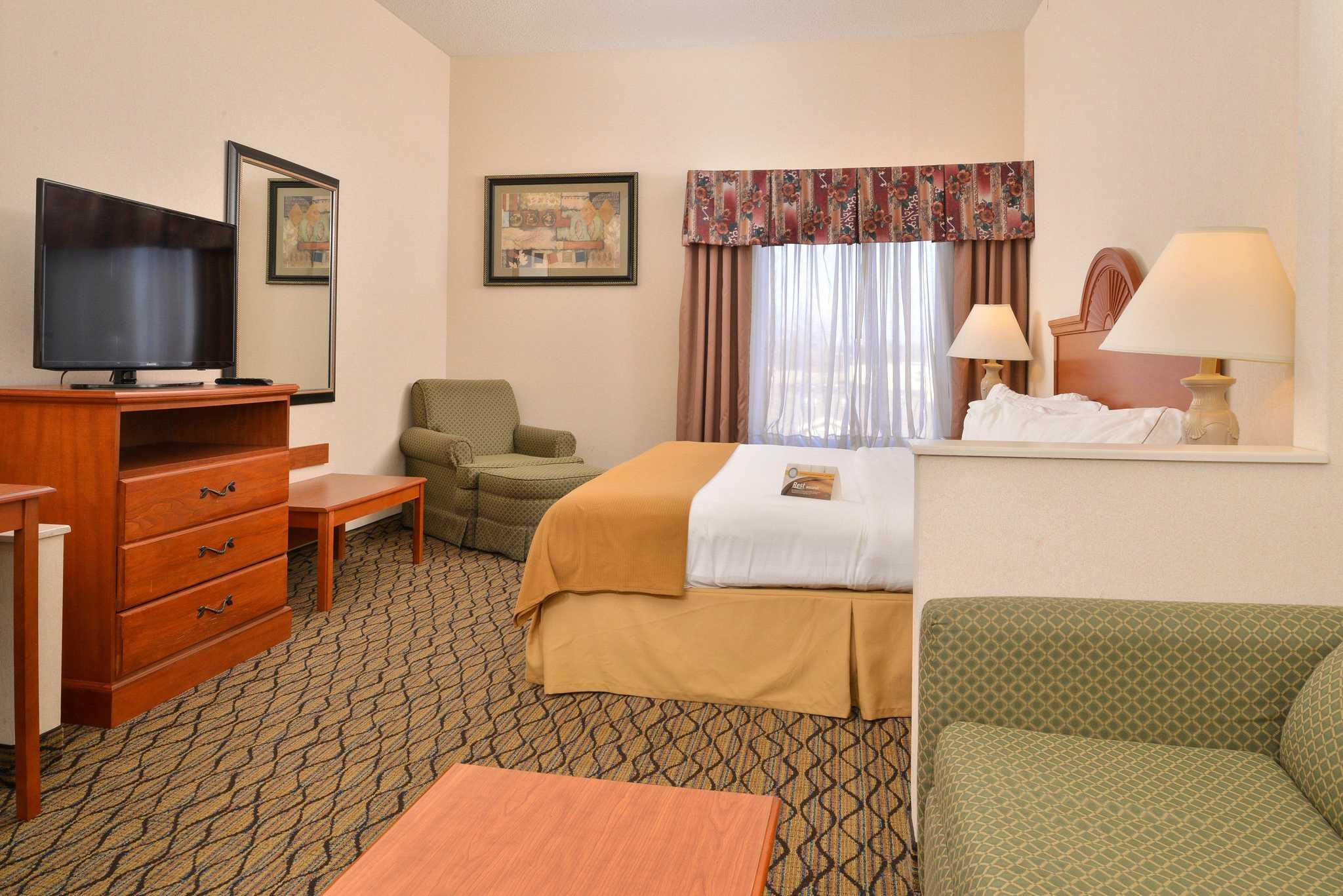 Quality Inn & Suites Jefferson City image 10