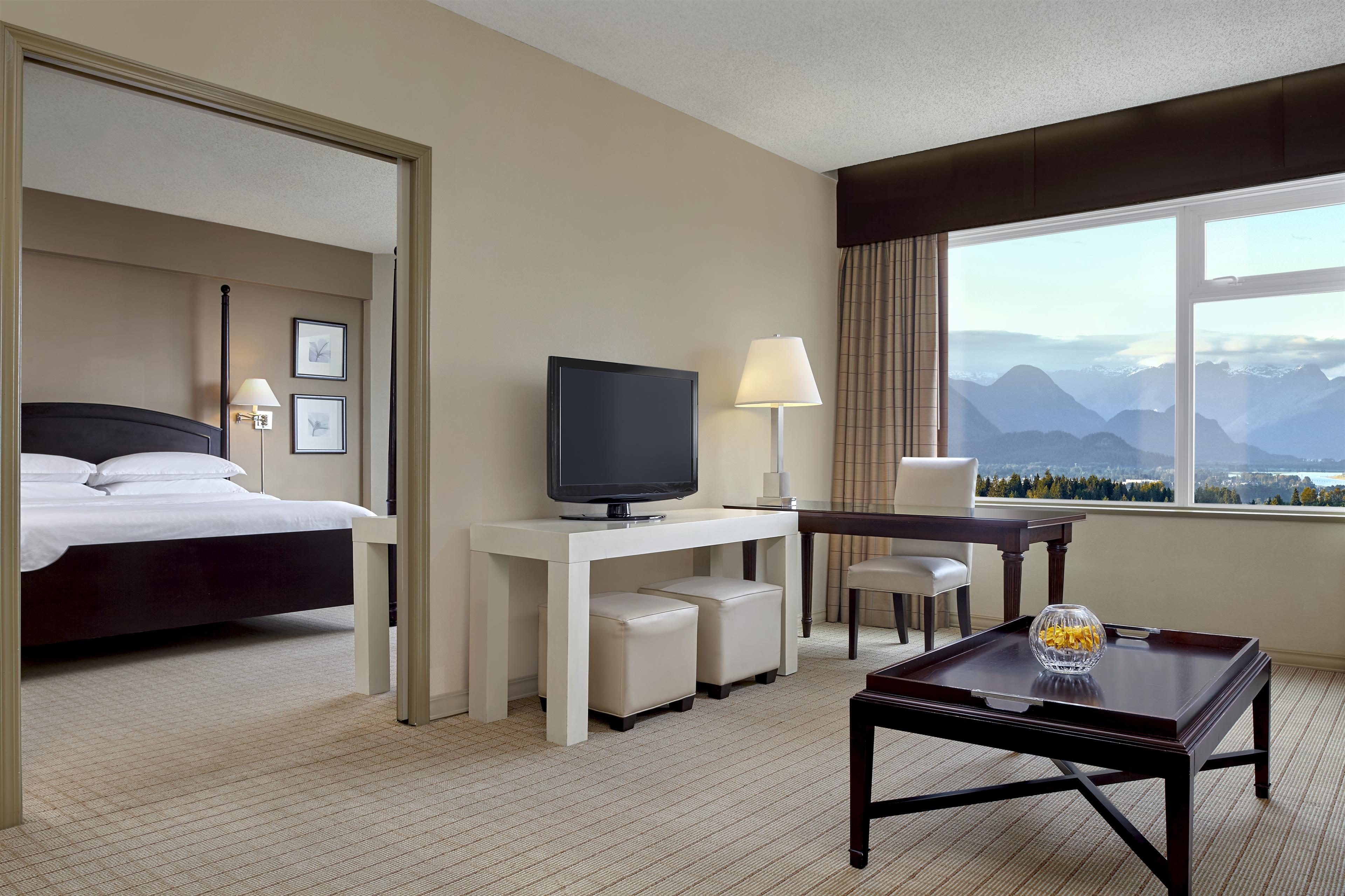 Sheraton Vancouver Guildford Hotel in Surrey: Penthouse Suite with Mountain View