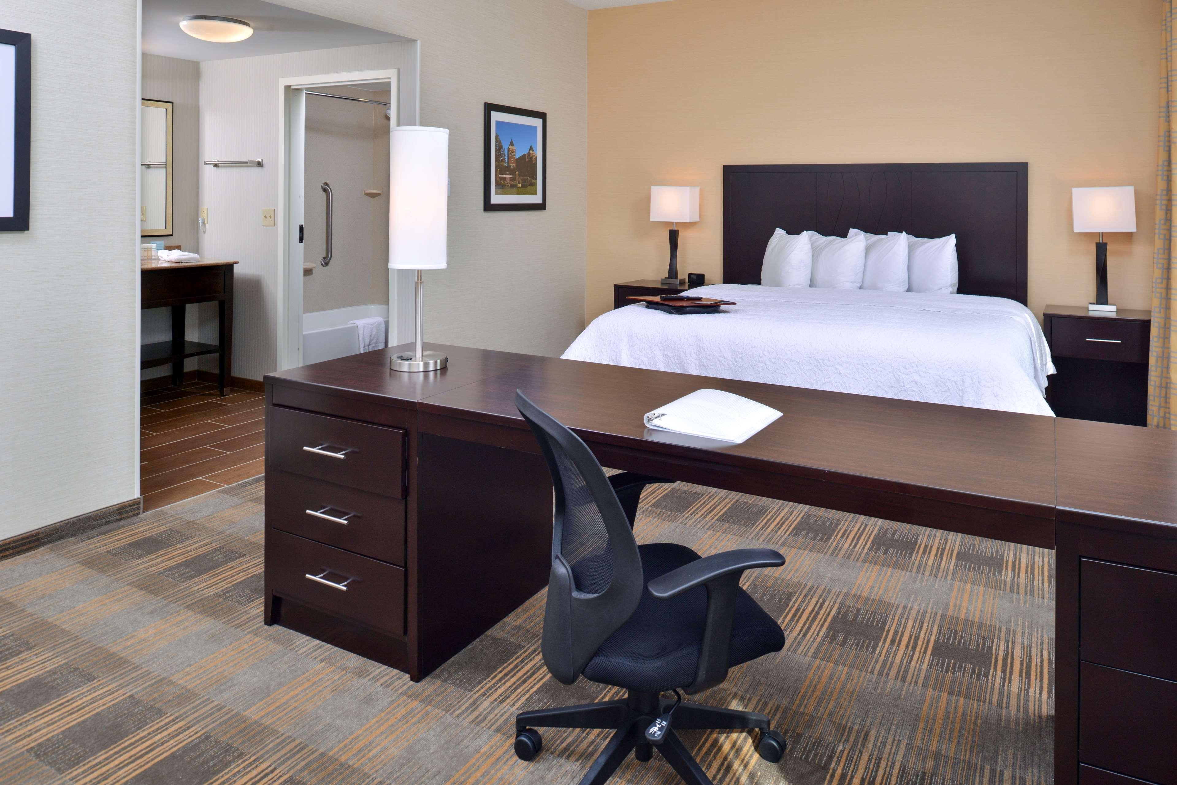 Hampton Inn & Suites California University-Pittsburgh image 15