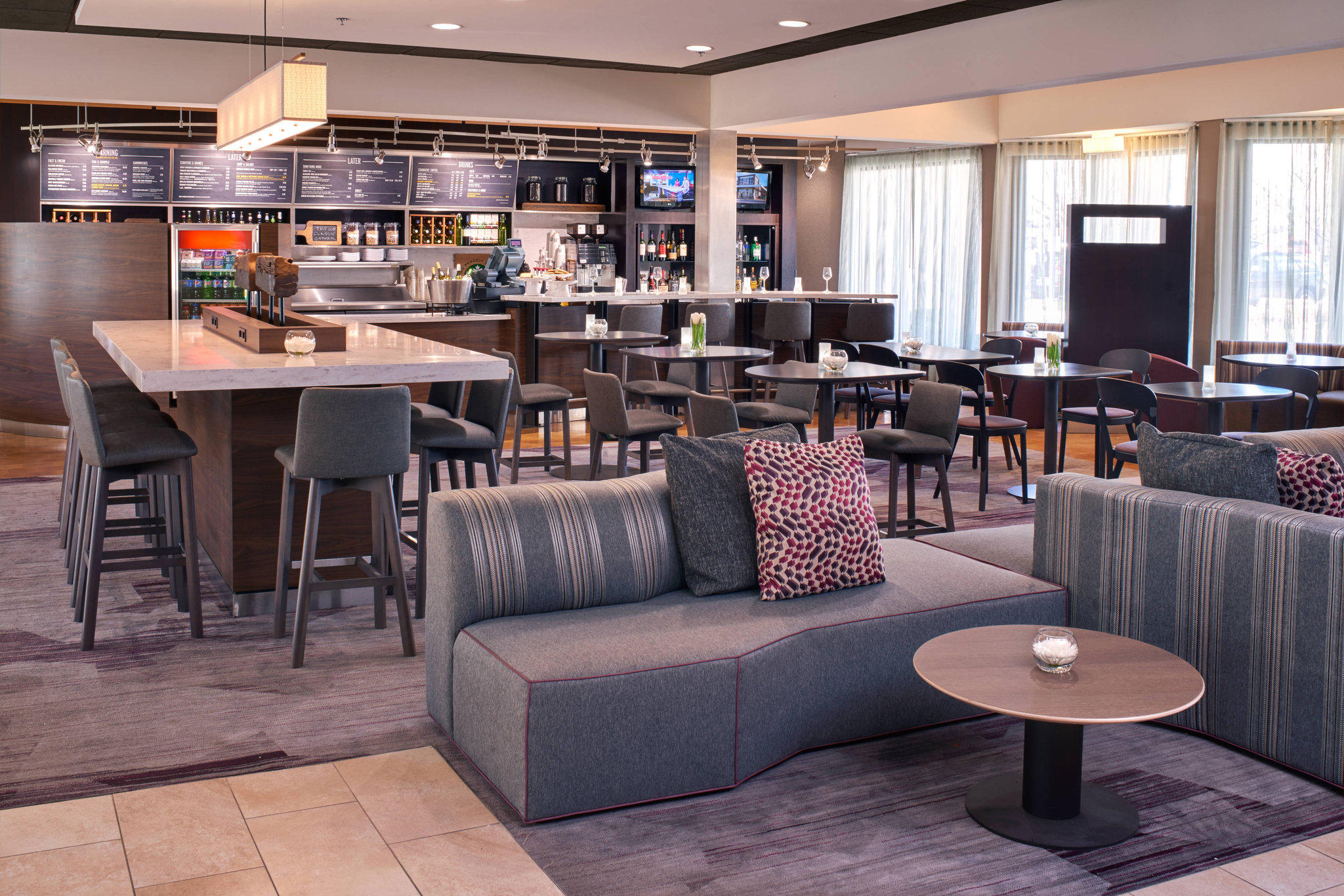 Courtyard by Marriott St Louis Downtown West