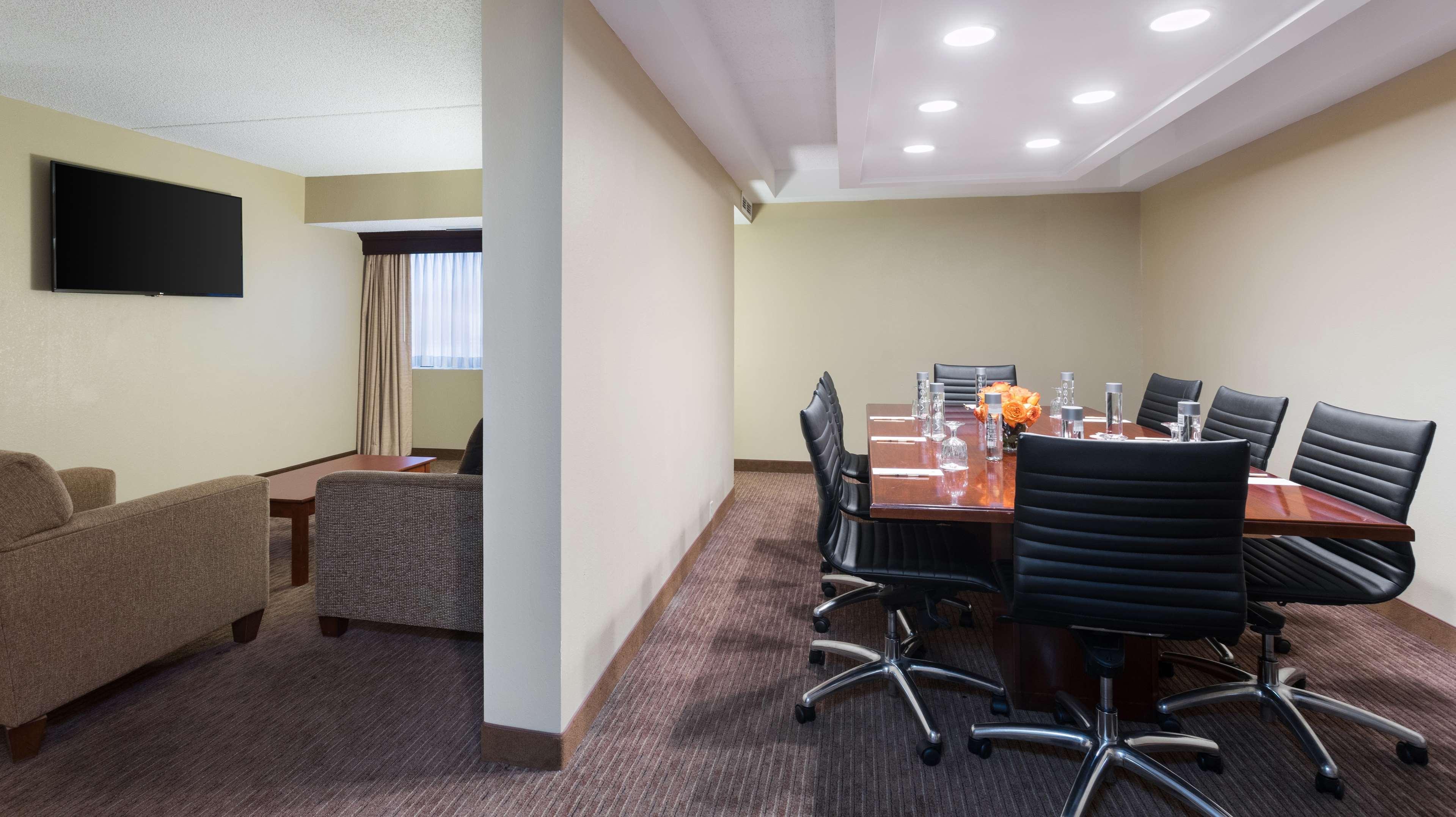 DoubleTree Suites by Hilton Hotel Cincinnati - Blue Ash image 26