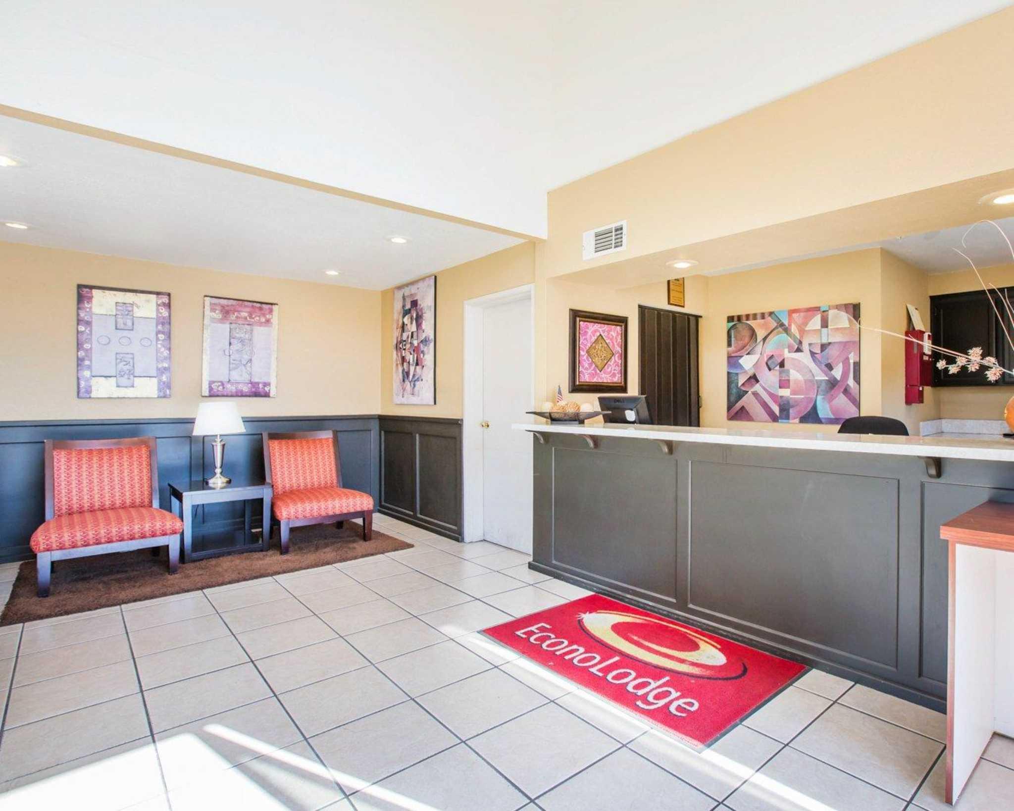 Econo Lodge Inn & Suites Lodi image 8