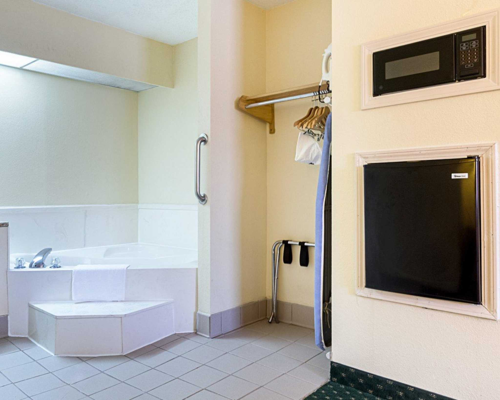 Quality Inn & Suites Southwest image 31