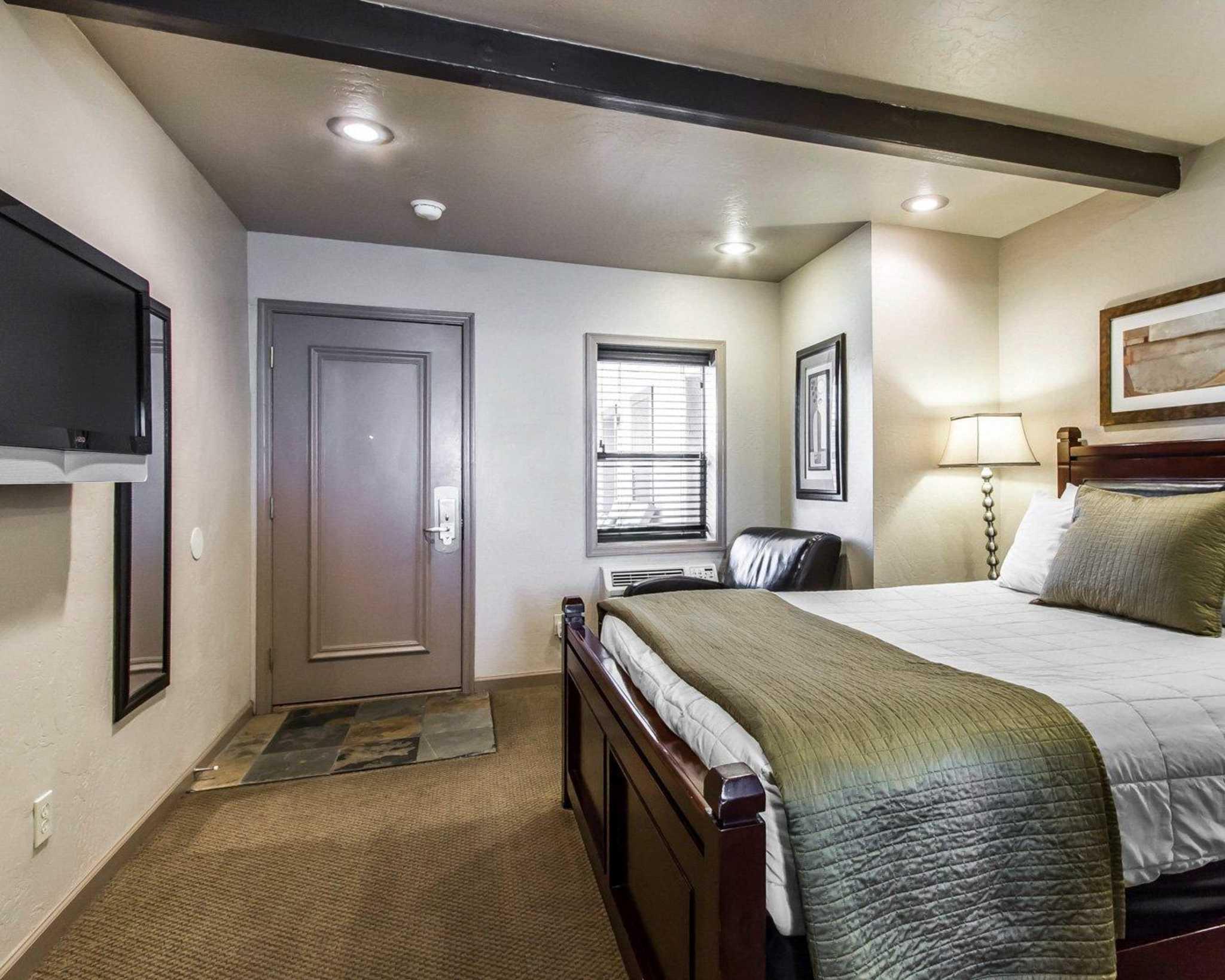 Rodeway Inn & Suites Downtowner-Rte 66 image 4