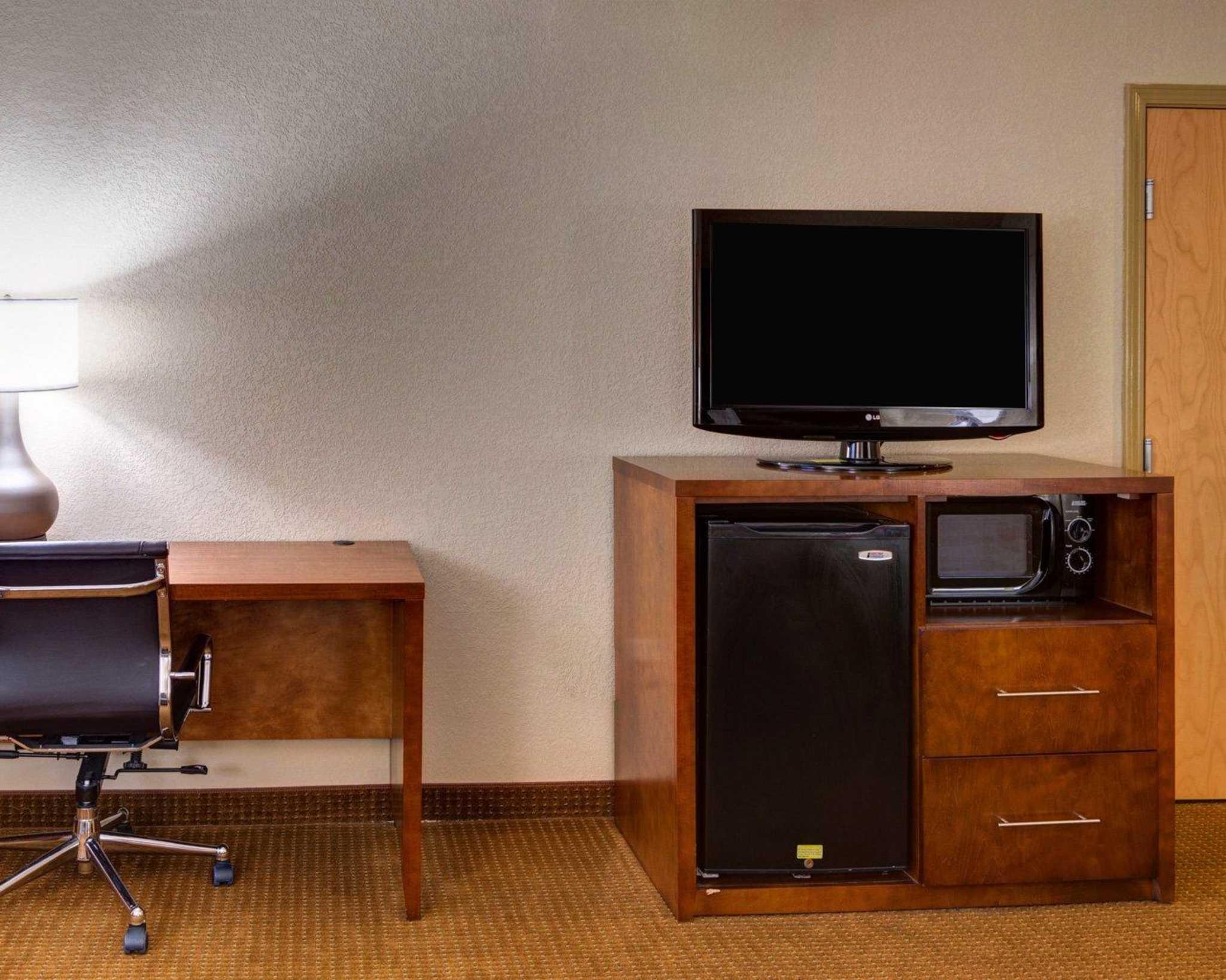 Comfort Inn Amp Suites At 30 Louis Prima Drive Covington