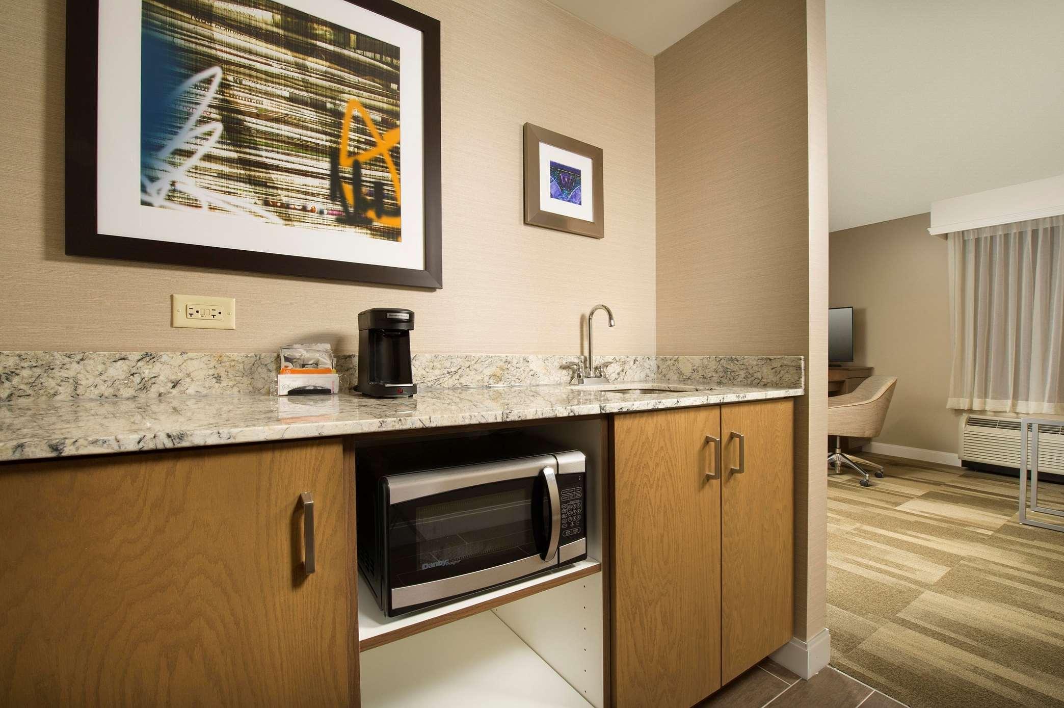Hampton Inn & Suites Syracuse/Carrier Circle image 14