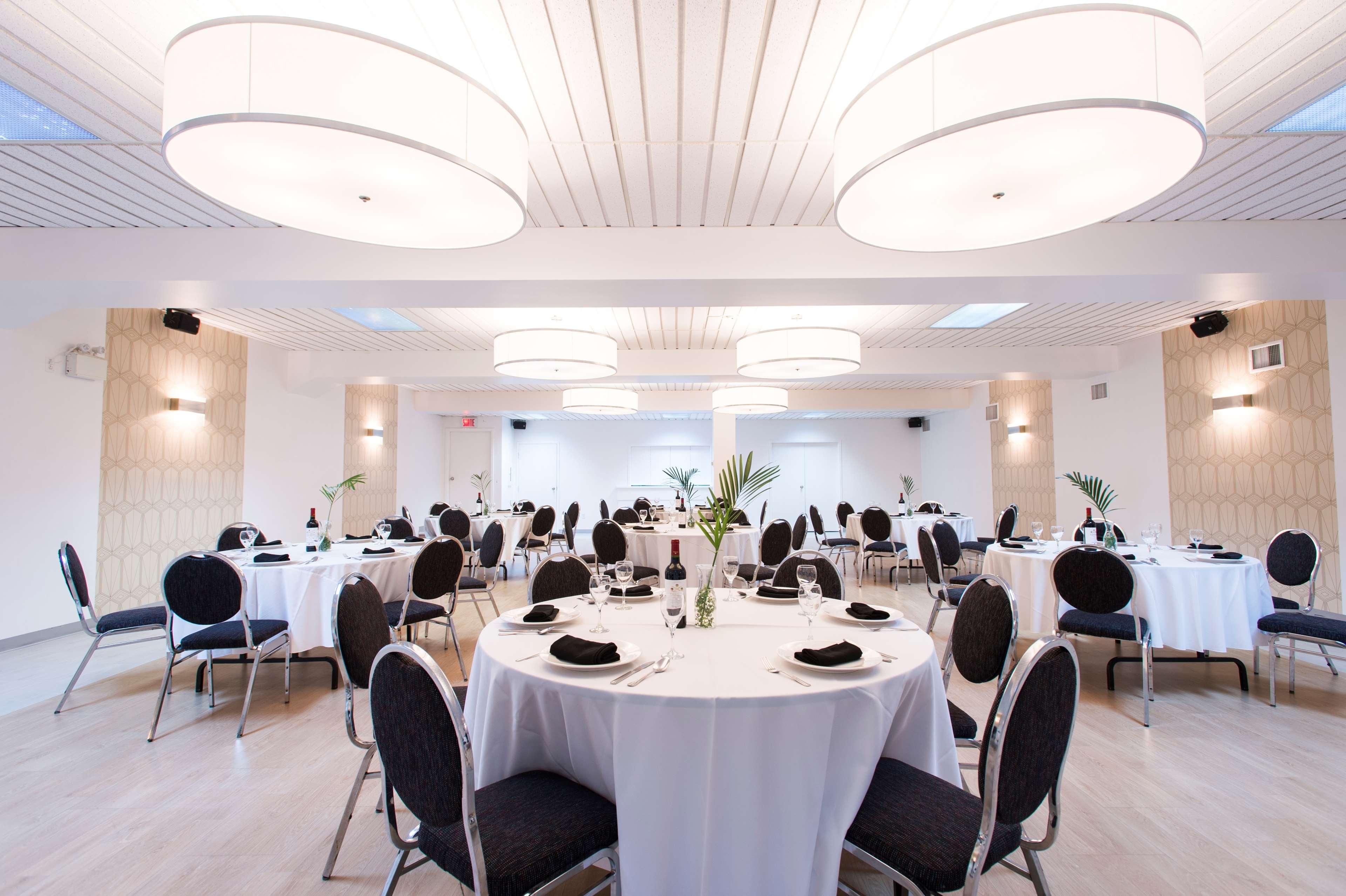 Best Western Plus Hotel Albert Rouyn-Noranda à Rouyn-Noranda: Conference De Presse
