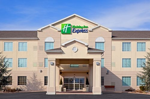 Holiday Inn Express & Suites Reading image 1