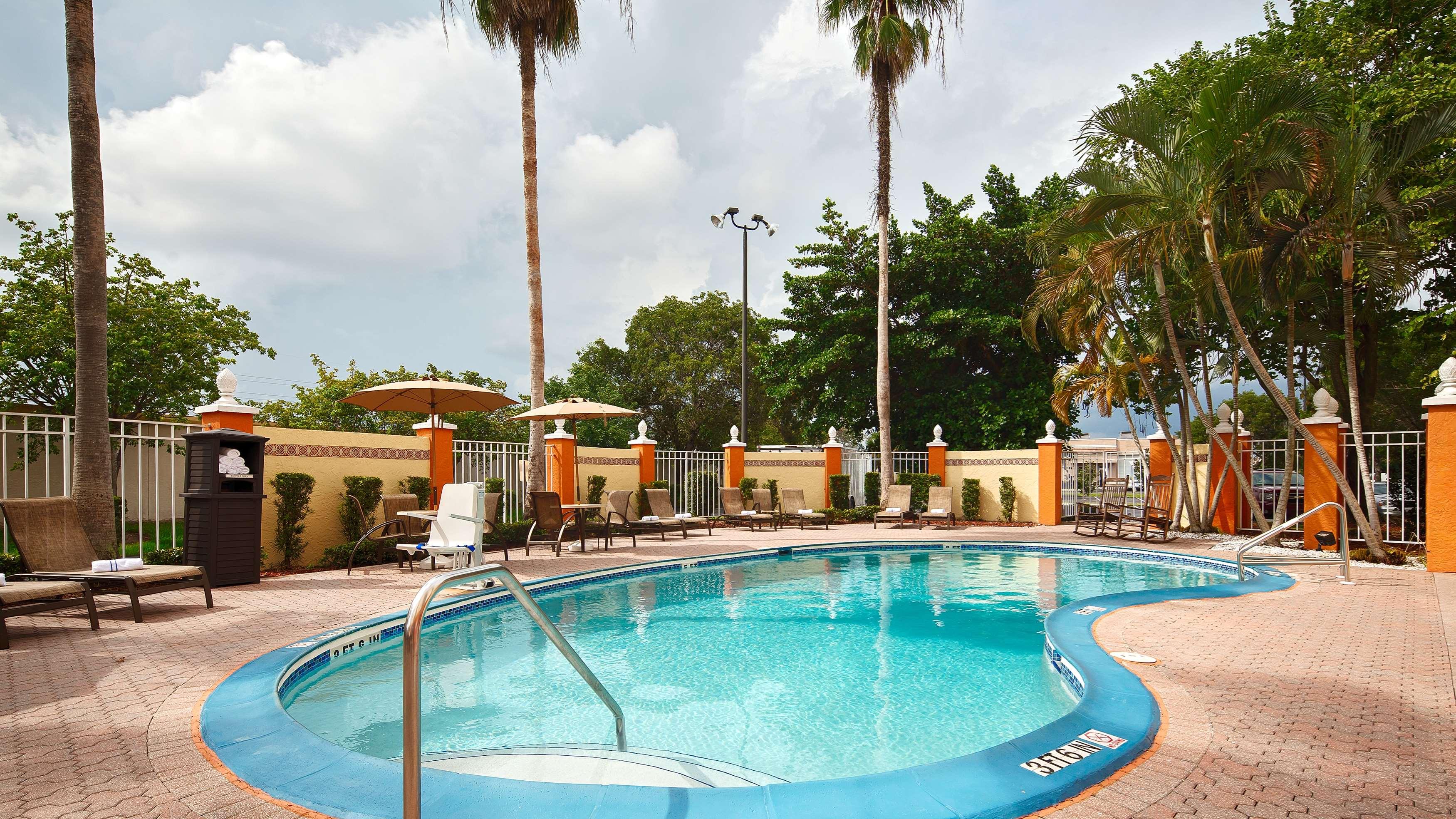 Best Western Fort Myers Inn & Suites image 16