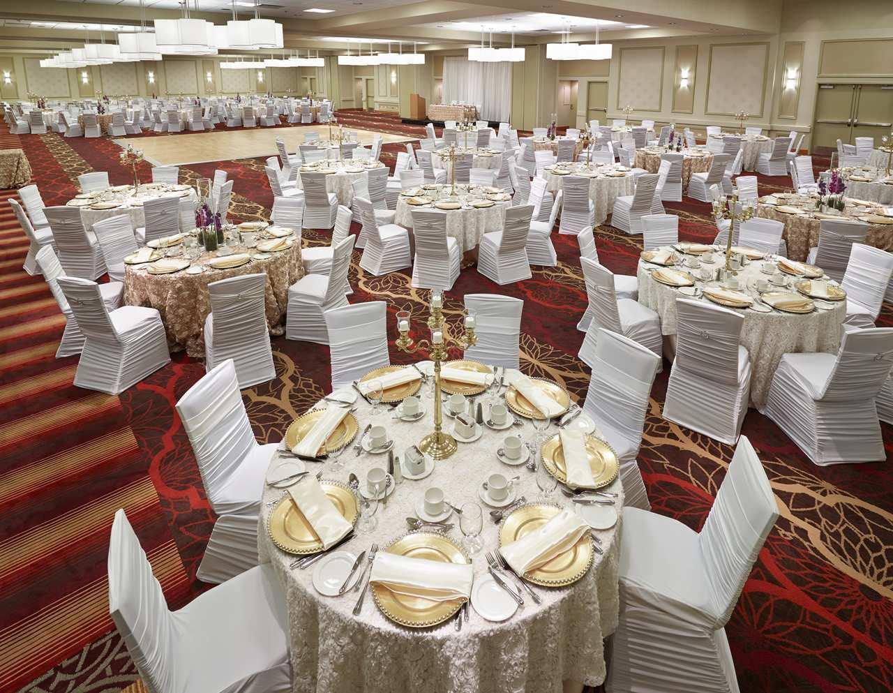 DoubleTree by Hilton Hotel West Edmonton in Edmonton: Ballroom Wedding Setup