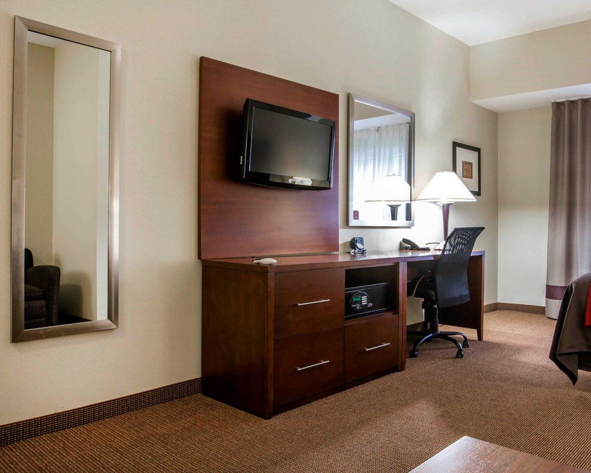 Comfort Inn & Suites adj to Akwesasne Mohawk Casino image 46