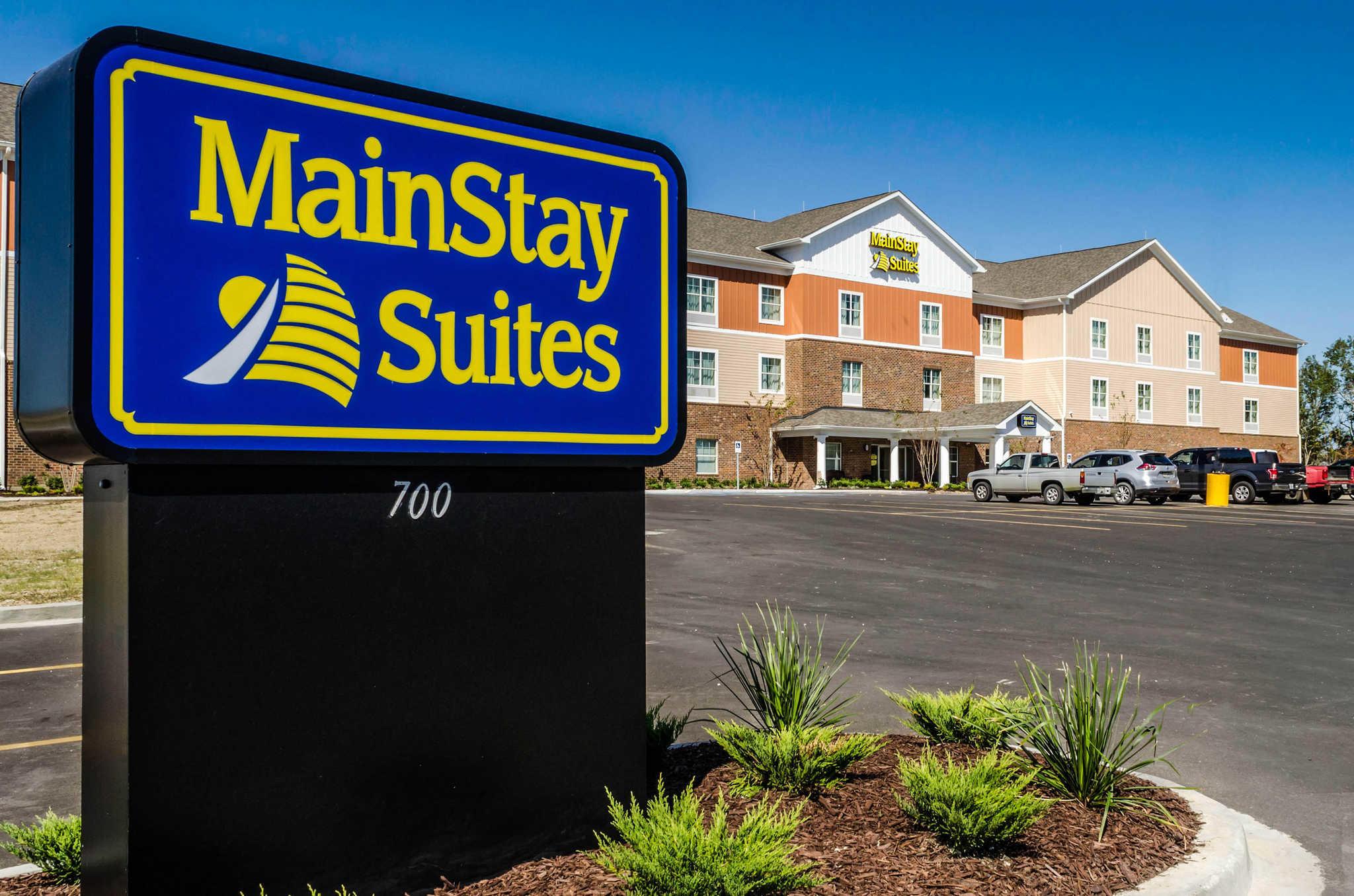 MainStay Suites Hackberry Sportsman's Lodge image 2