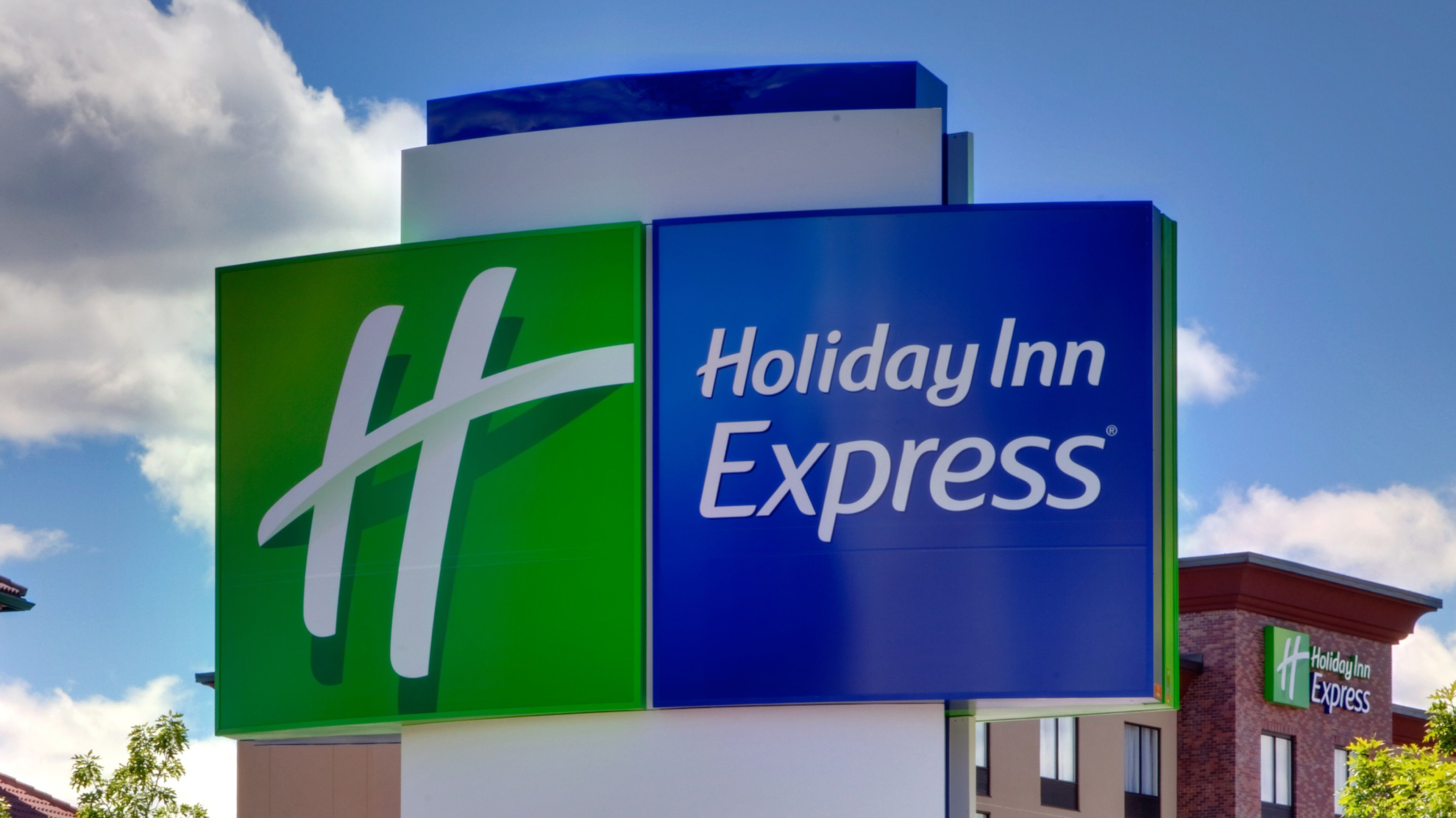 Holiday Inn Express & Suites Pine Bluff/Pines Mall image 4