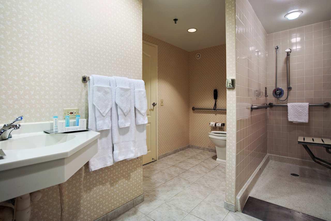 Hilton Chicago/Oak Brook Suites image 15