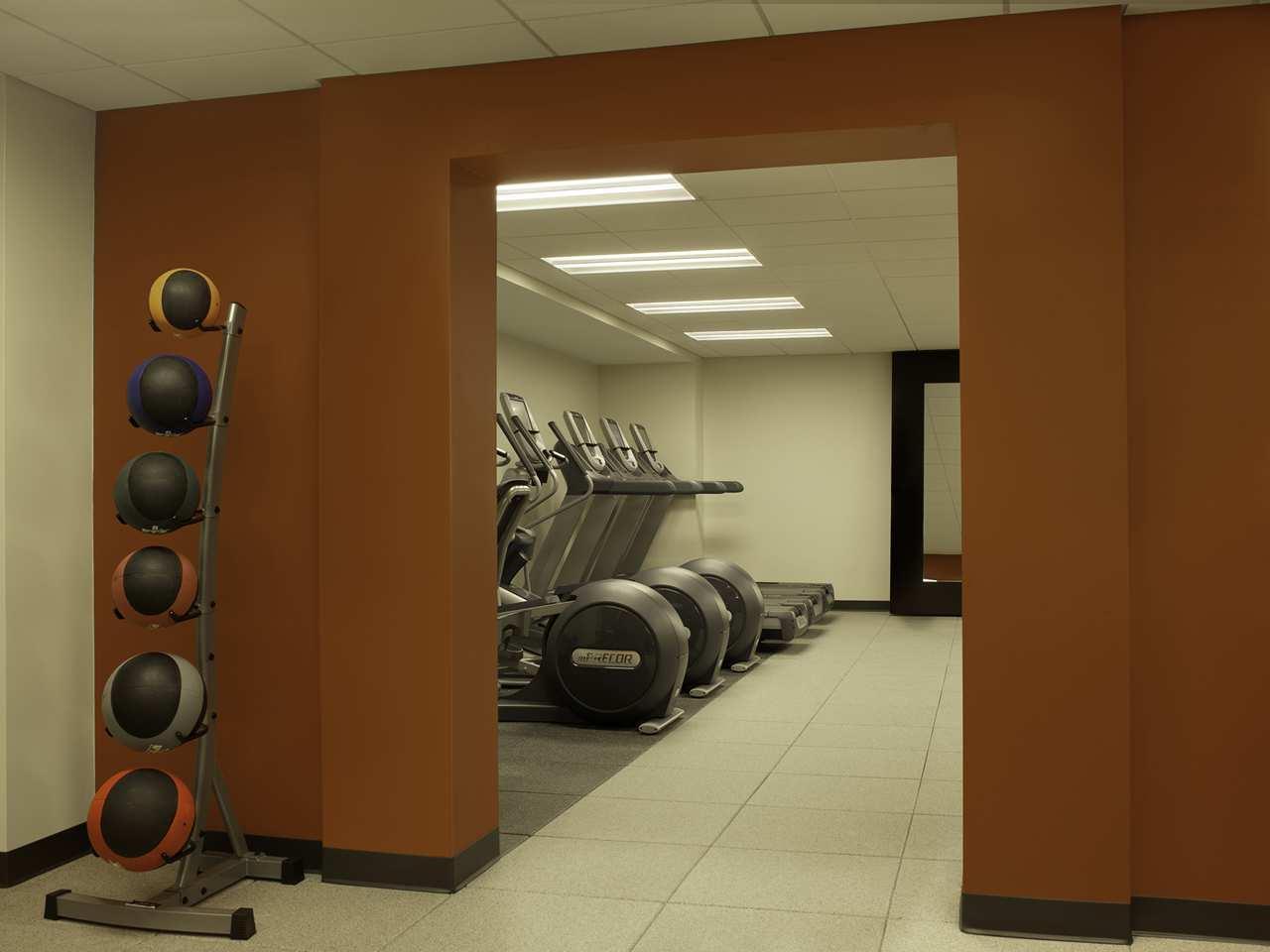 DoubleTree by Hilton Hotel Cedar Rapids Convention Complex image 7