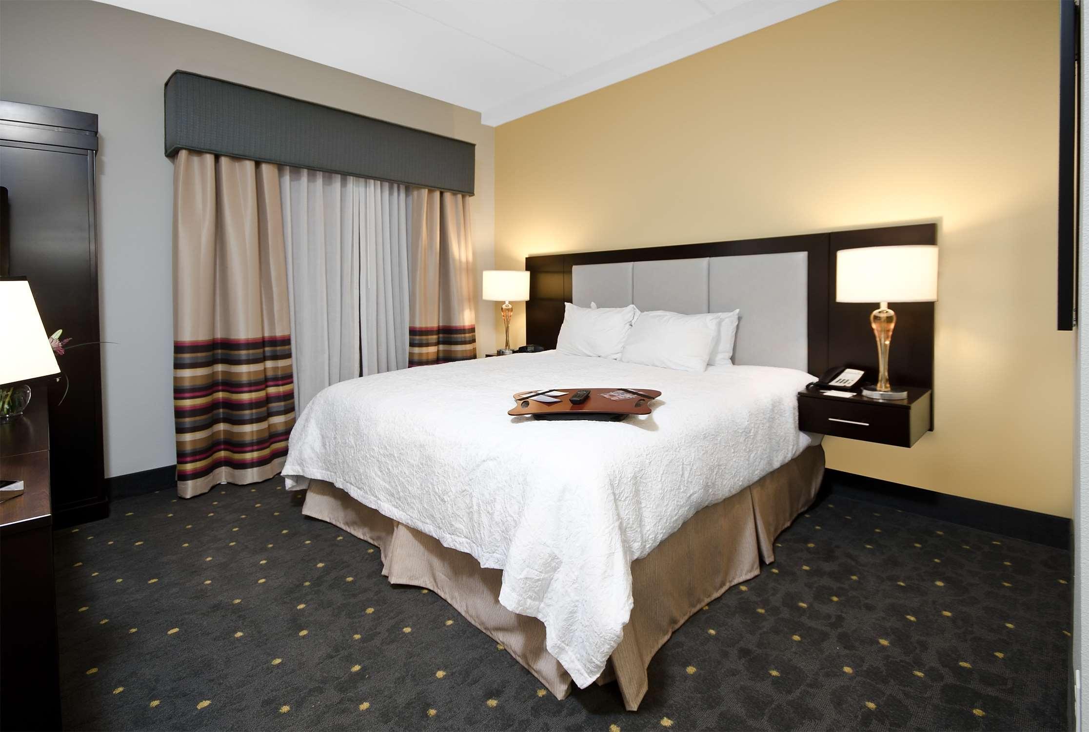 Hampton Inn & Suites Raleigh Downtown image 26