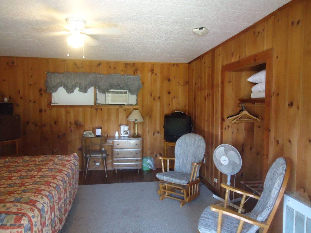 Pioneer Motel image 4