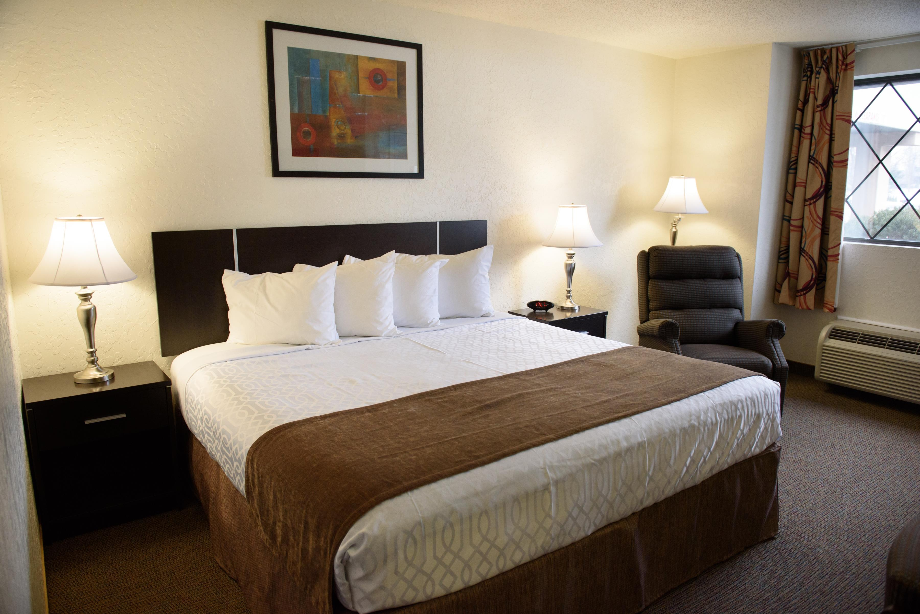 Americas Best Value Inn - New Paltz image 8