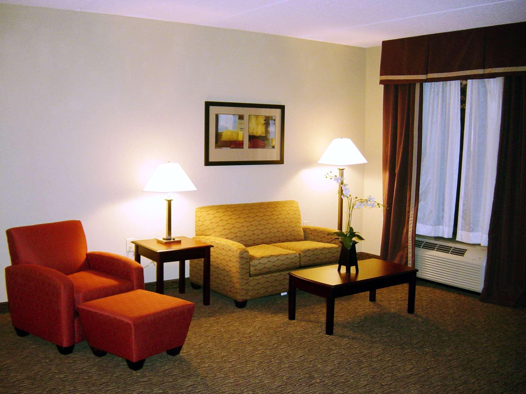 Hampton Inn & Suites Burlington image 20