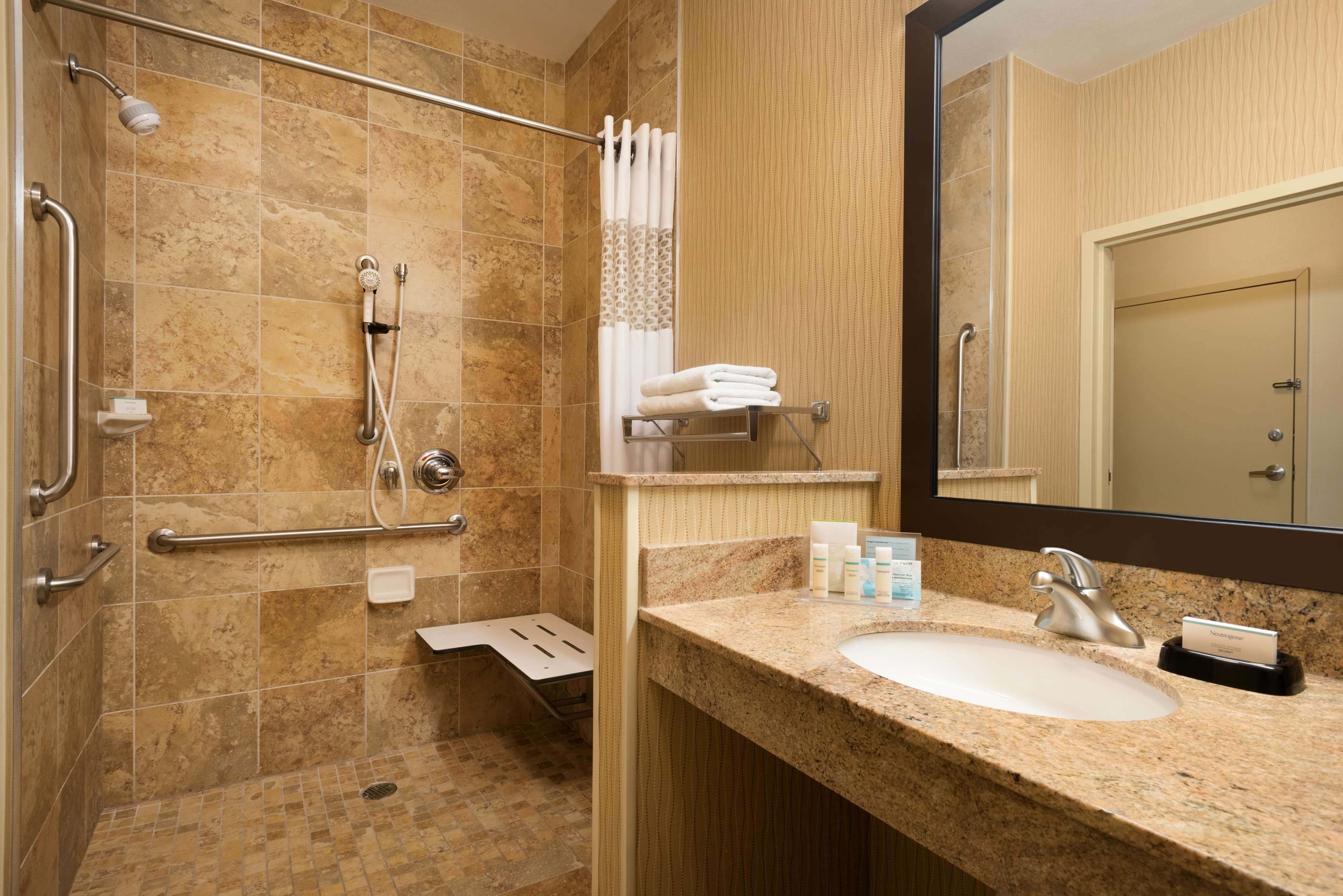 Hampton Inn Battle Creek image 18