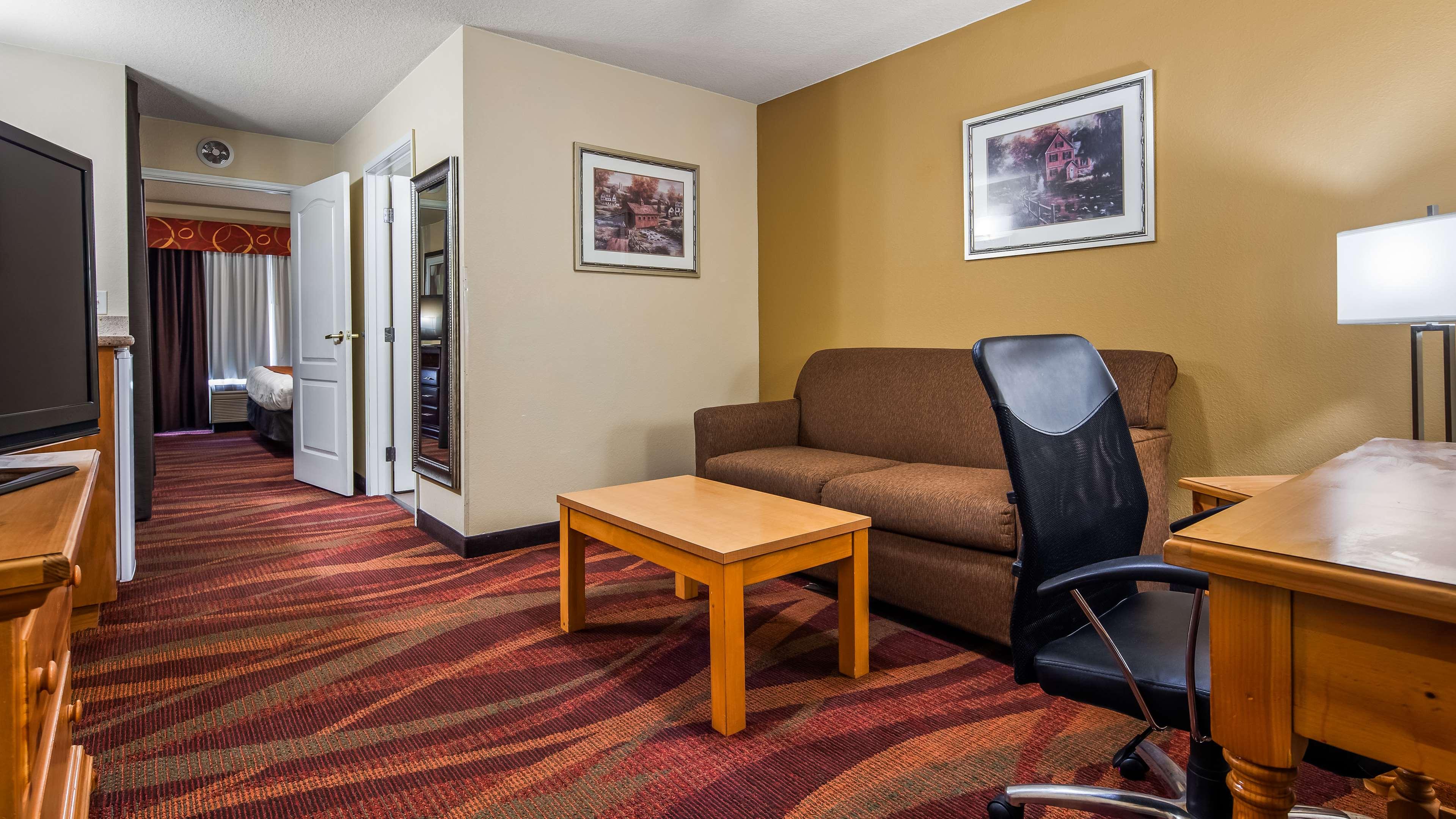 Best Western Plus Fort Wayne Inn & Suites North image 4