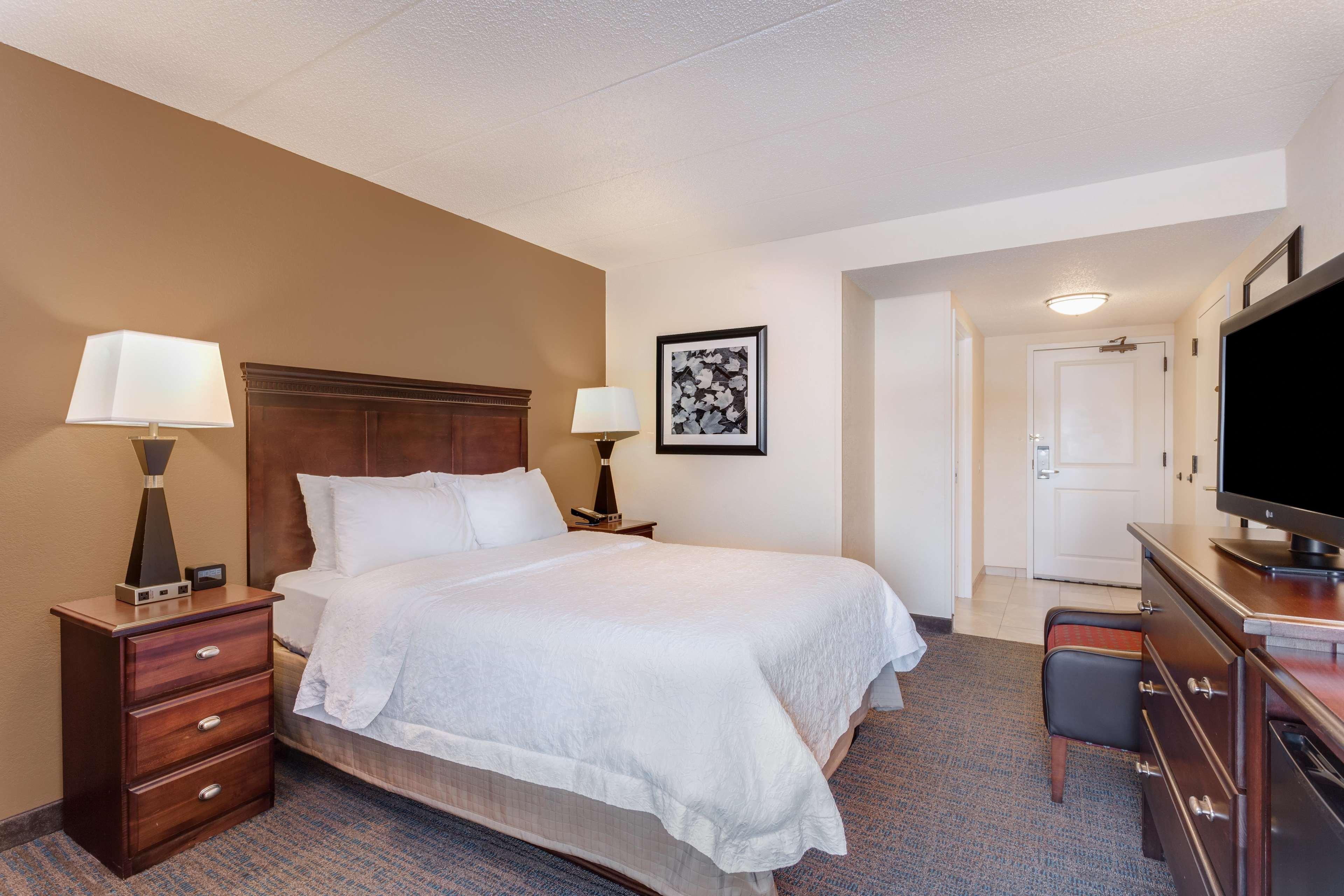 Hampton Inn Milwaukee/Brookfield image 10