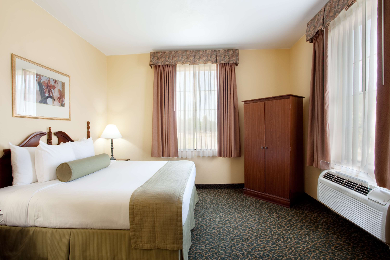 Best Western Plus Executive Hotel & Suites image 3