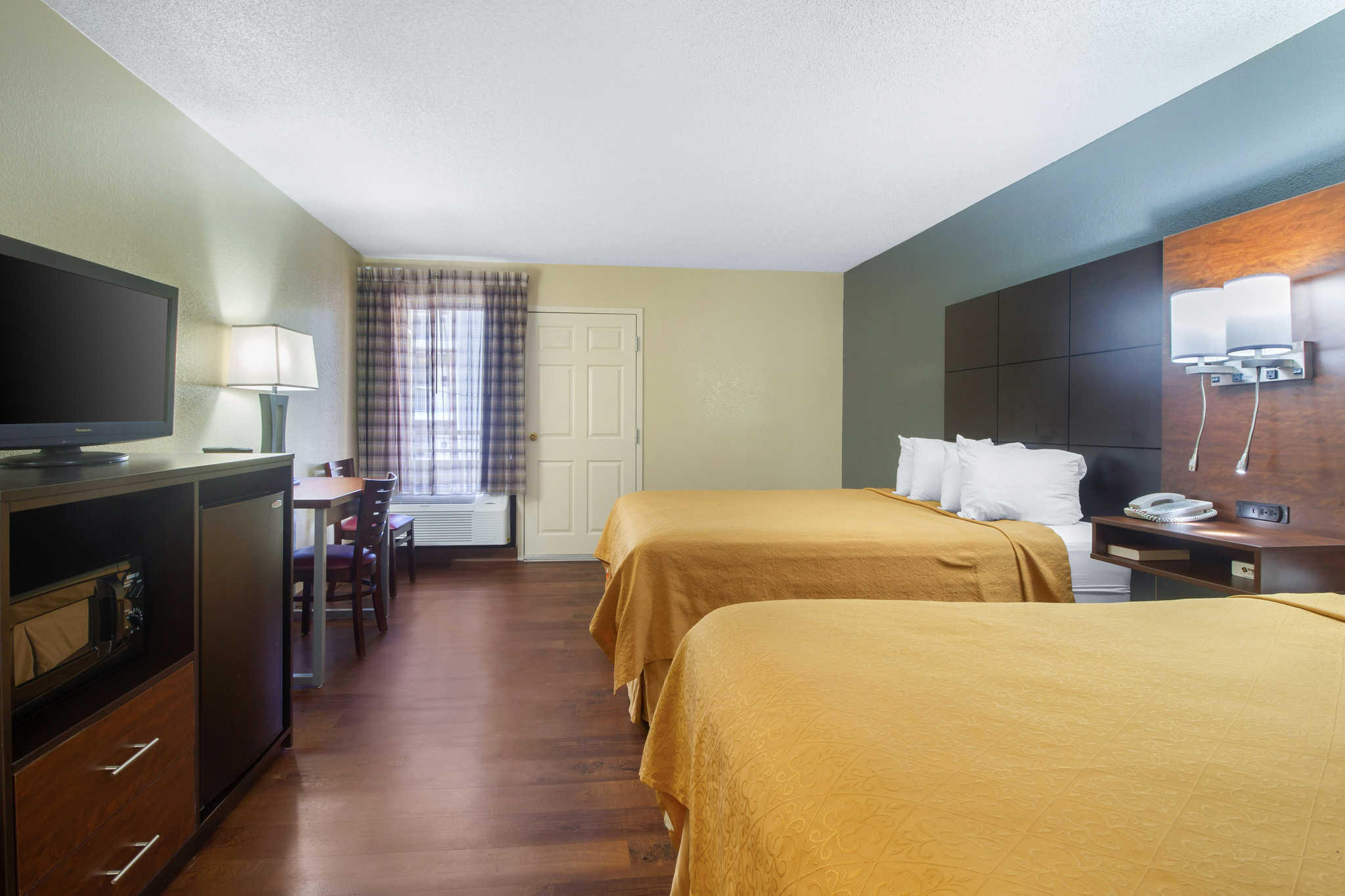 Econo Lodge Inn & Suites at the Convention Center image 15