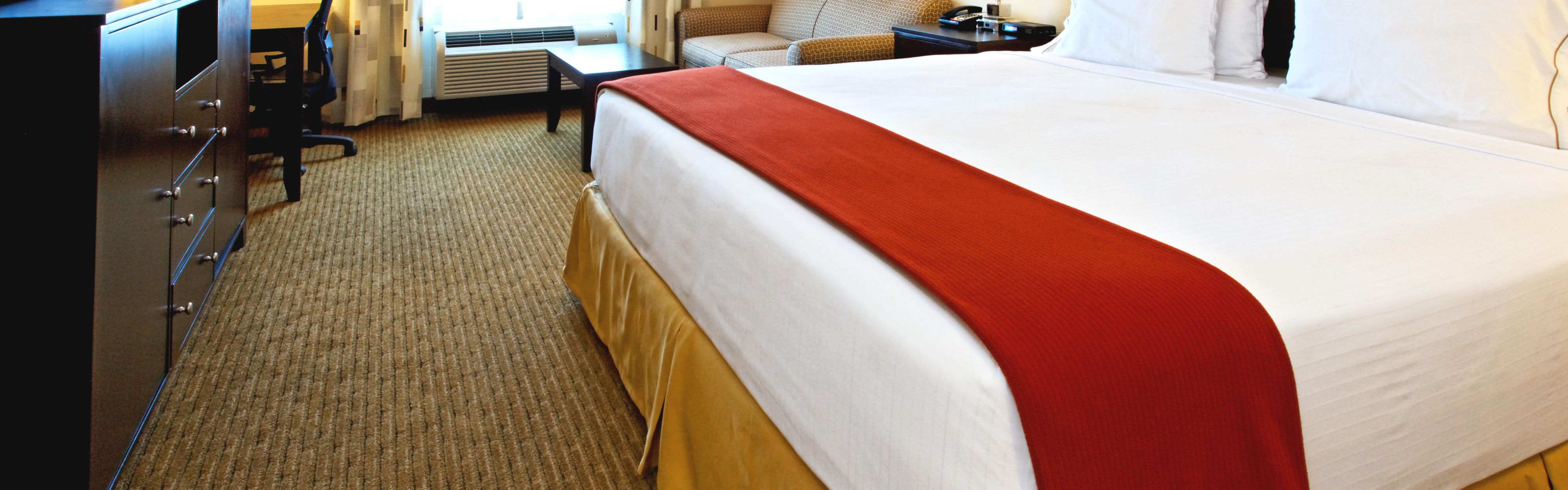 Holiday Inn Express & Suites Cleburne image 1